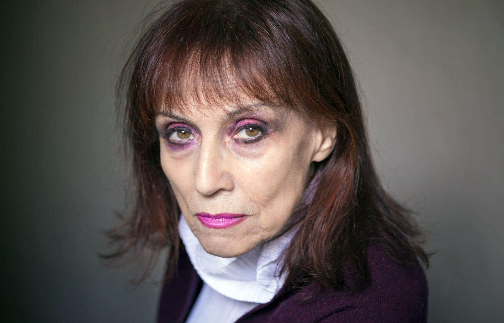 Annie Le Brun oppose à la violence de l'argent sa virulente critique sociale.