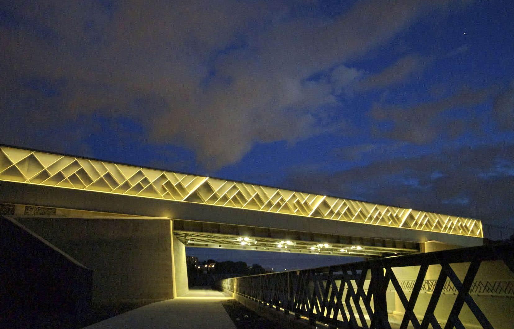 Pont ferroviaire du Campus MIL. Architectes: Civiliti / SMi.