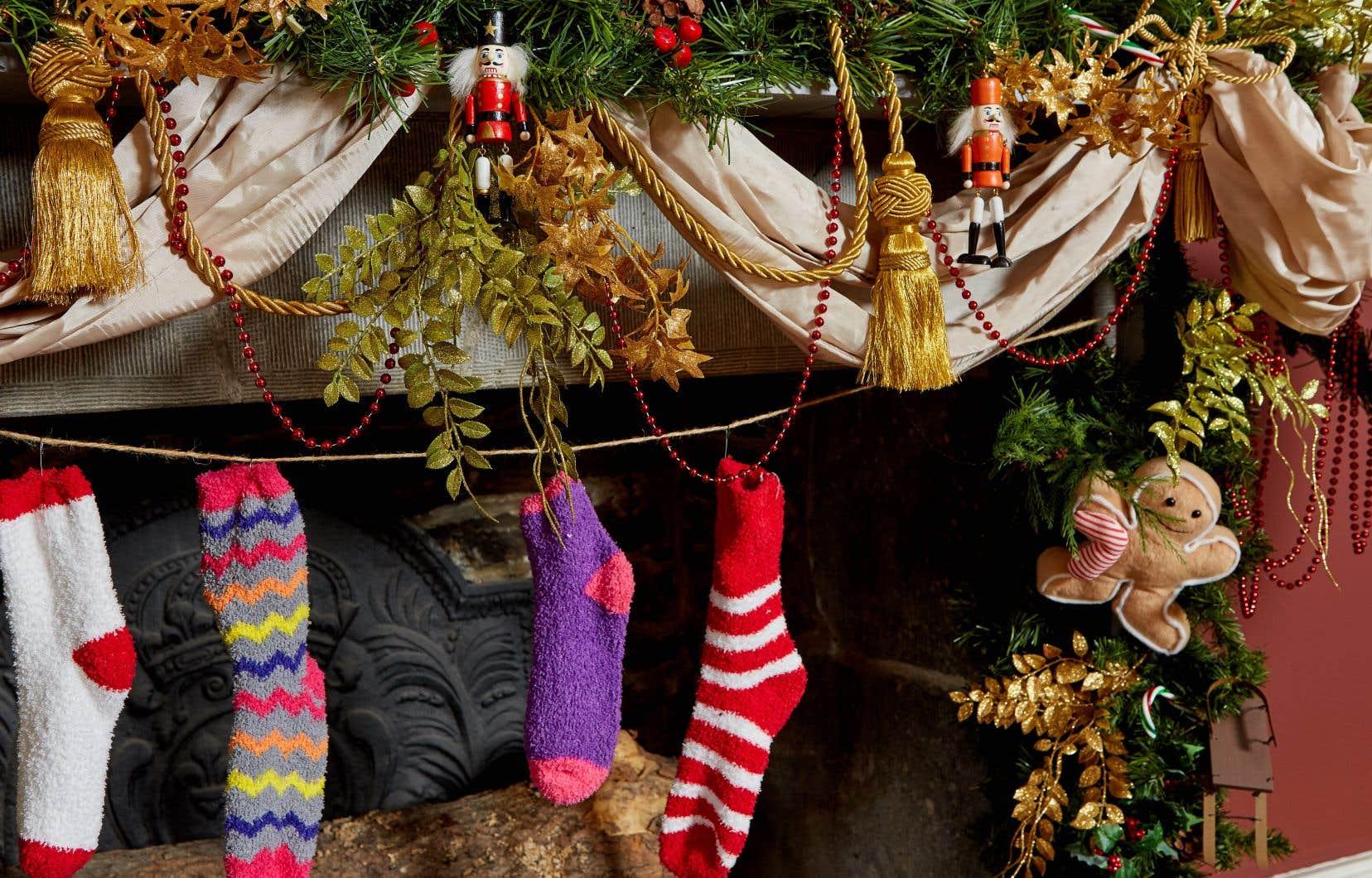 Sur lequel des cinq foyers du Château accrocher son bas? Celui qui raconte l'origine de la bûche de Noël et des cartes de vœux? Du «Minuit, chrétiens» et du sapin de Noël? Du père Noël et des rois?