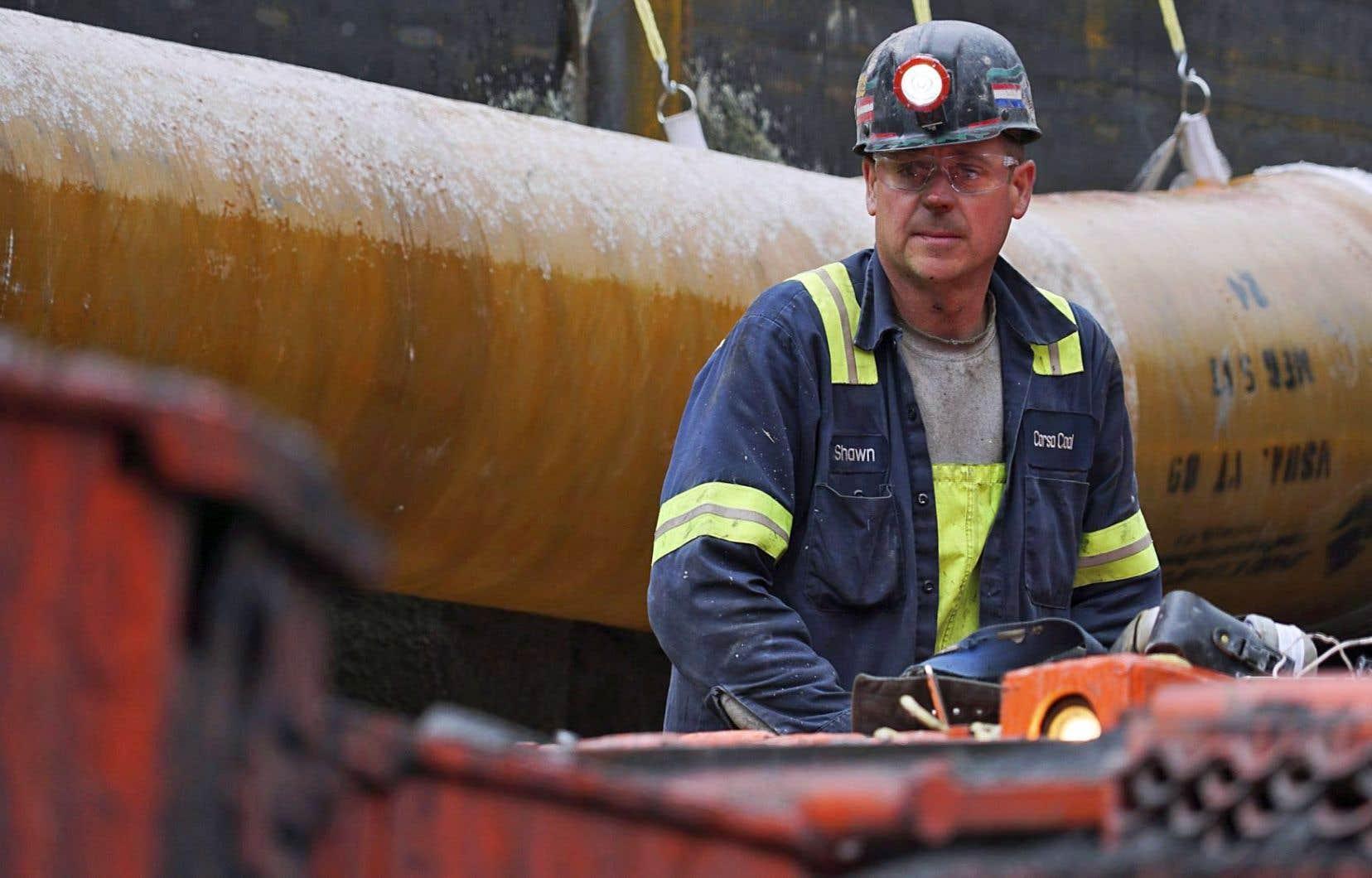 Selon les données de l'Organisation internationale du travail, 1,2milliard d'emplois sont directement liés aux changements climatiques. La phase de transition pourrait entraîner la perte de 6millions d'emplois dans le monde, mais en créer 24millions.