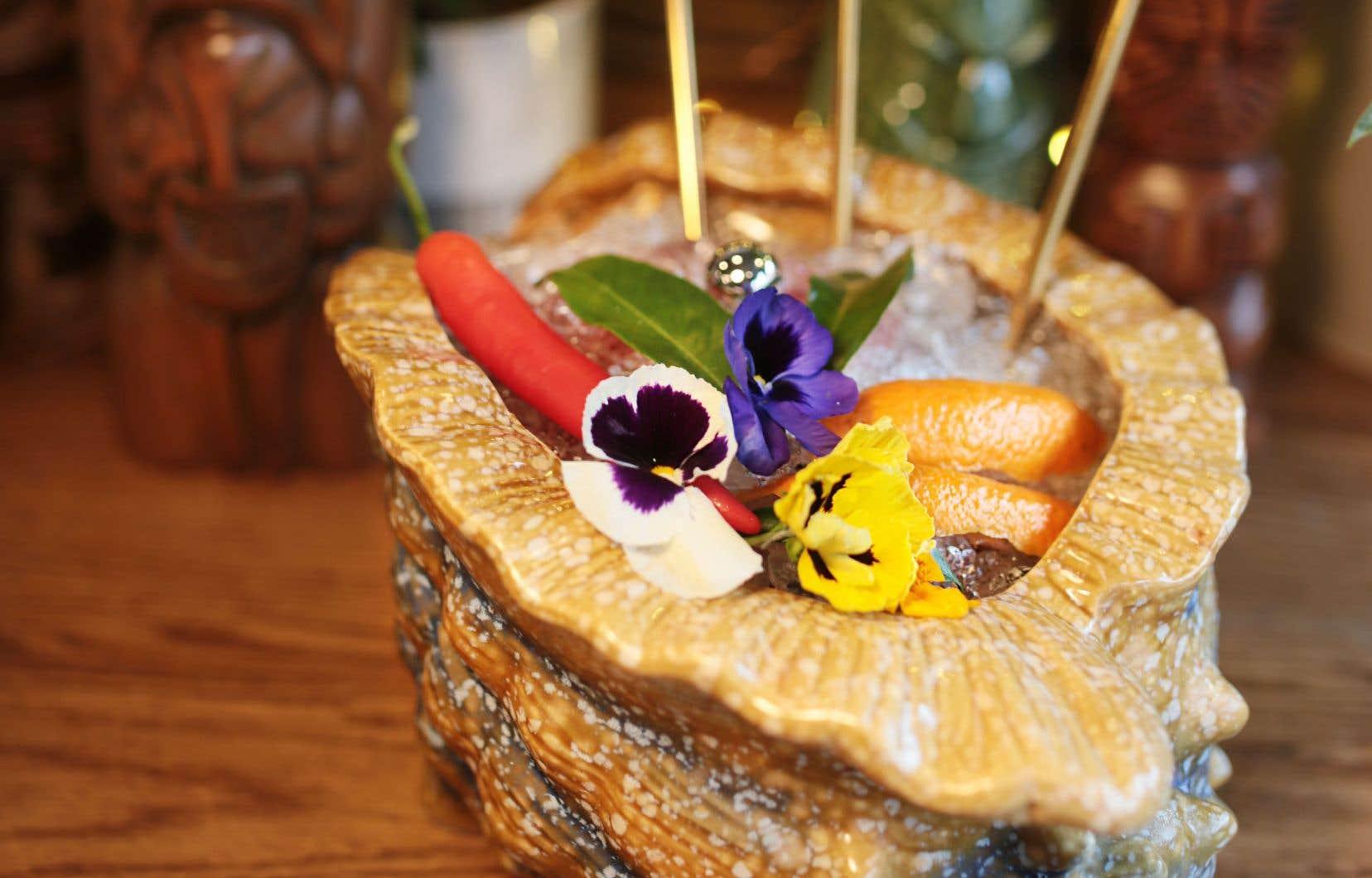 La Fleur de Noël est un cocktail d'inspiration Tiki au rhum agricole.