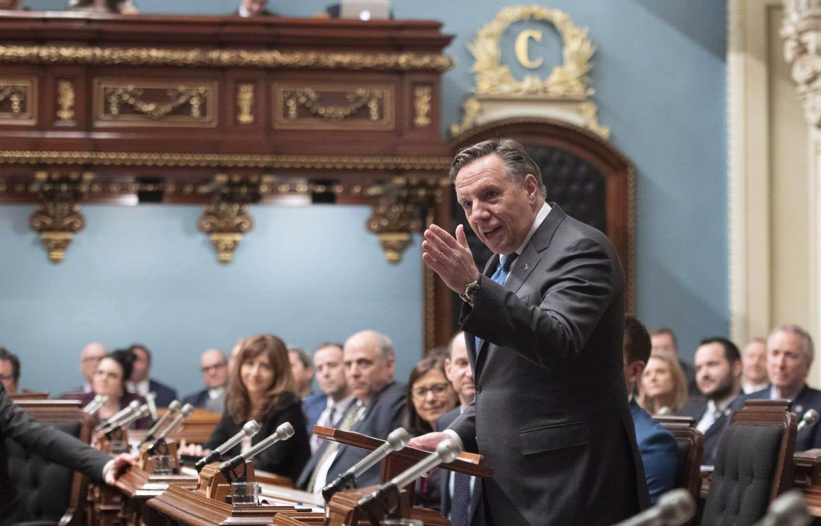 Après l'arrivée de la Coalition avenir Québec aux commandes de l'État, le salaire des directeurs de cabinet a fait un bond.