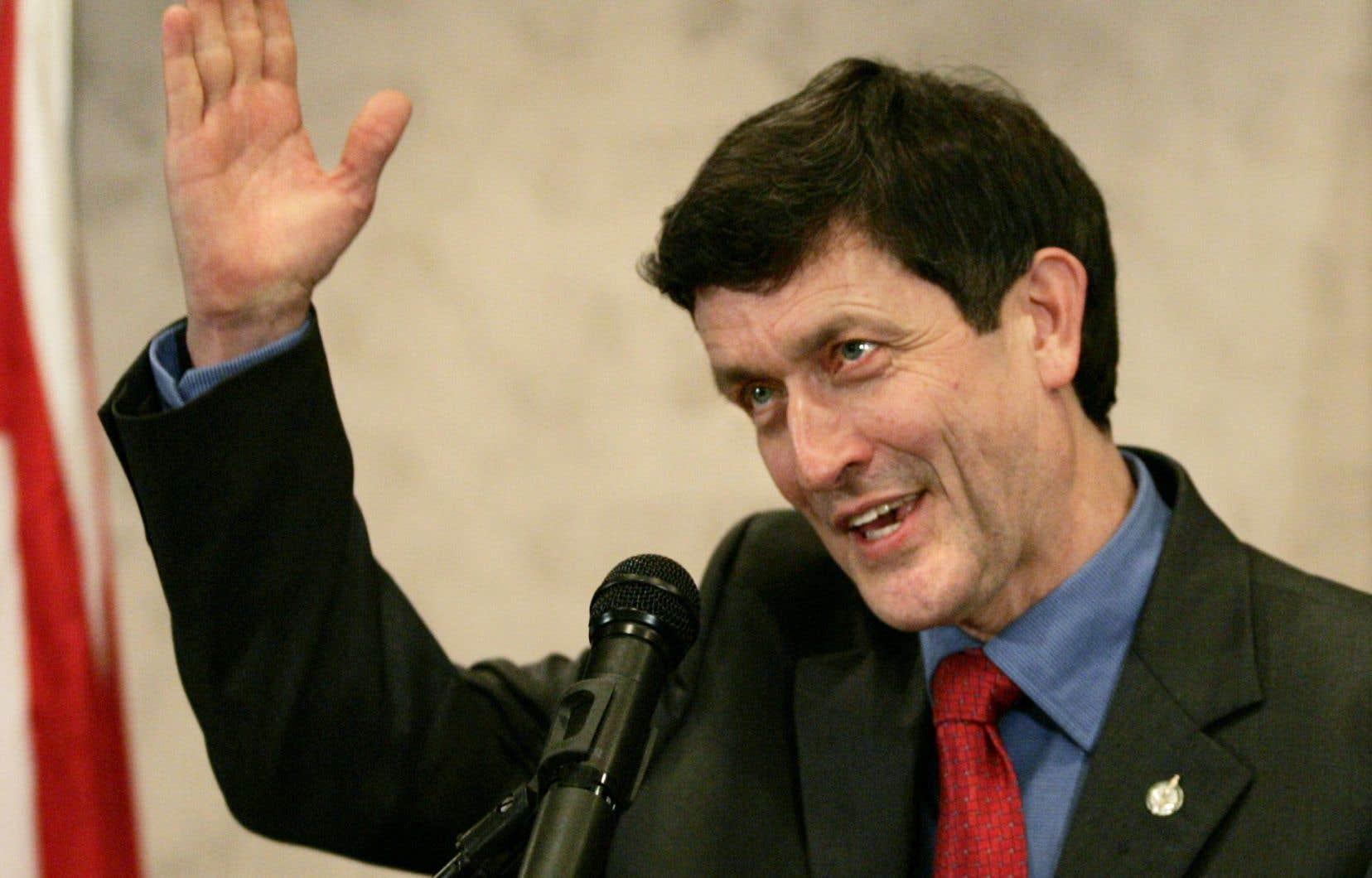 M.Robinson a été député du NPD à la Chambre des communes de 1979 à 2004.