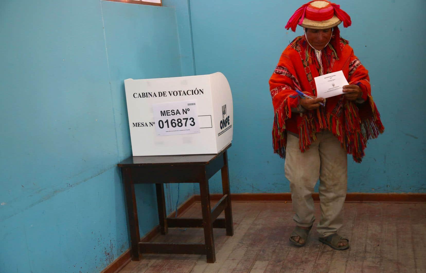C'est la première fois que la Constitution péruvienne, en vigueur depuis 1993, est réformée par référendum.