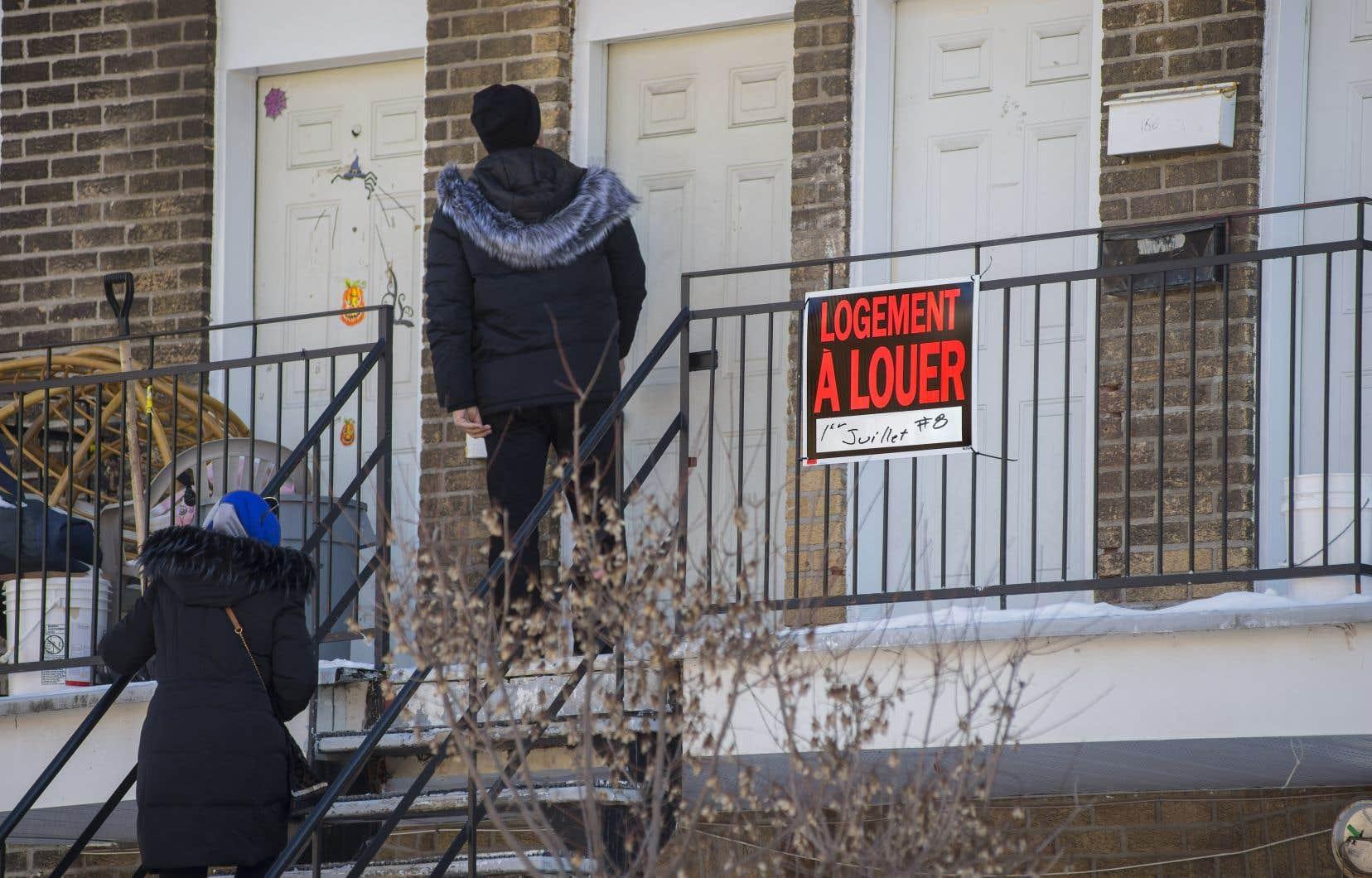 <p>«Le prix des loyers au Québec, qui était jusque-là généralement plus abordable que dans le reste du Canada, s'emballe dangereusement et la construction d'appartements ne règle rien», estime l'auteur.</p>