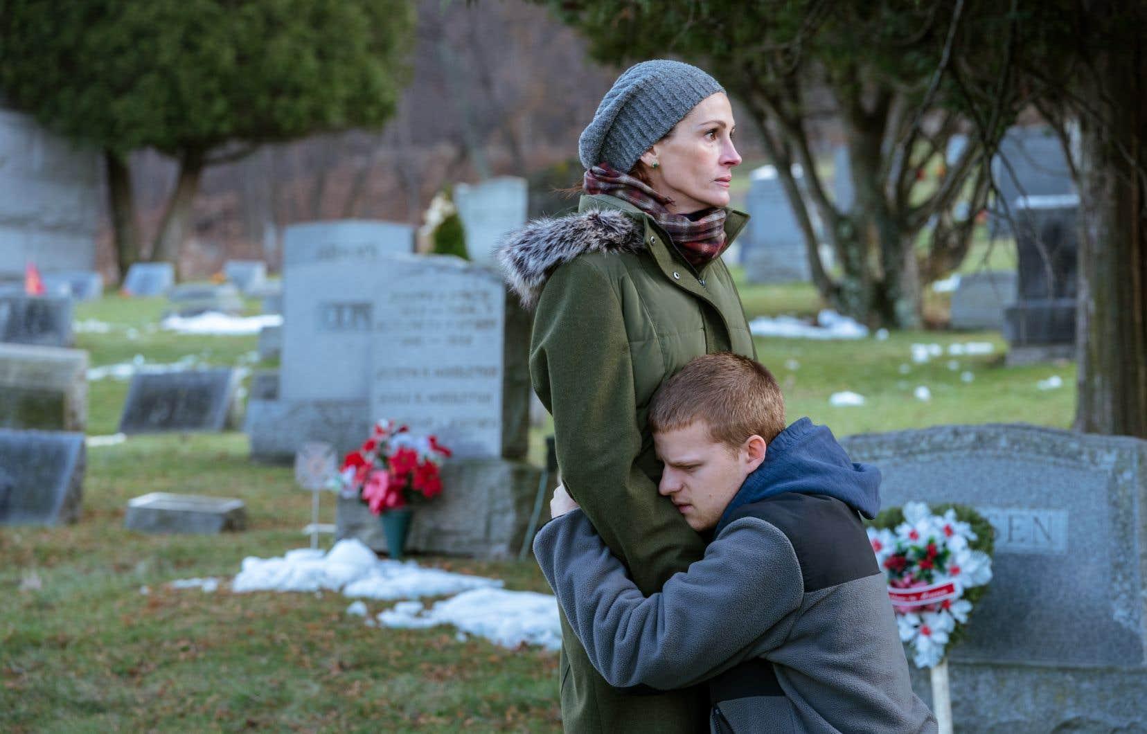 Sans rien enlever à Lucas Hedges, Julia Roberts est particulièrement captivante en femme jamais complètement désespérée, car prête à tout pour sauver la chair de sa chair.