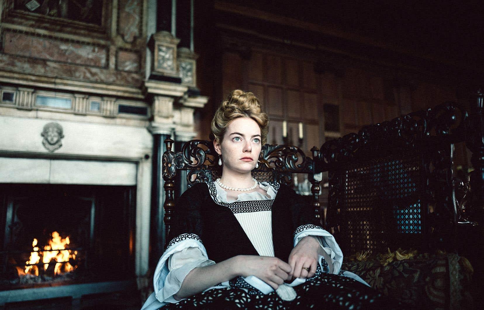 Dans «La favorite», Emma Stone passe subtilement de la candeur à la rapacité.