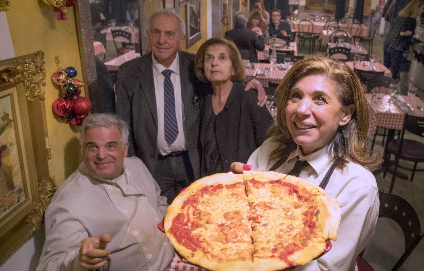 Ricky, Enrico, Olga et Lydia Padulo n'offrent pas seulement une des bonnes pizzas de la Petite-Italie. Ils tissent des liens et vous adoptent «subito presto».