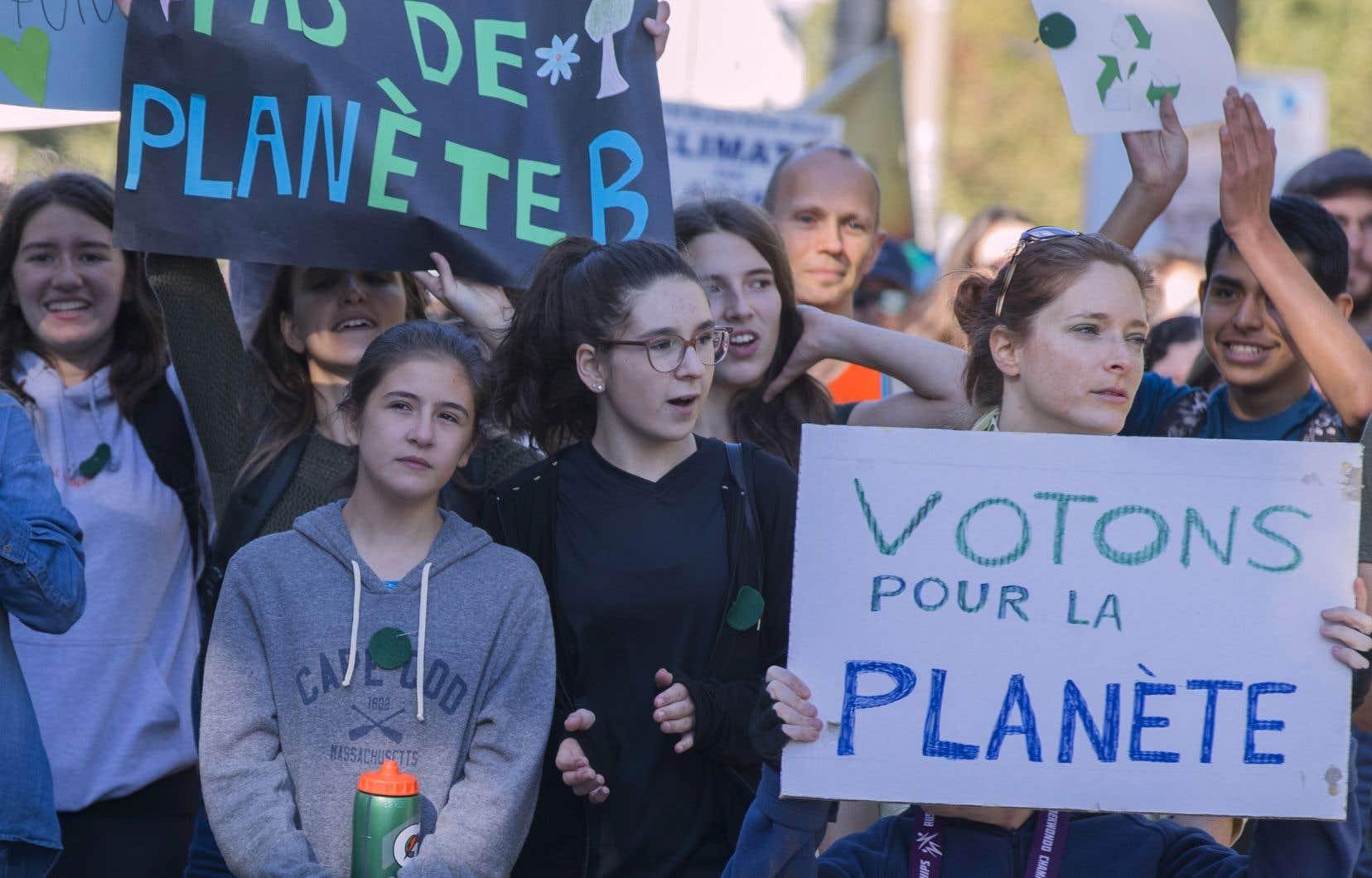 «En exploitant les avantages du Québec, dus à son électricité à faibles émissions de GES, la transition énergétique doit servir à stimuler un virage vers une activité économique plus sobre en carbone, à améliorer la santé publique et être porteuse de justice sociale», affirment les auteurs.