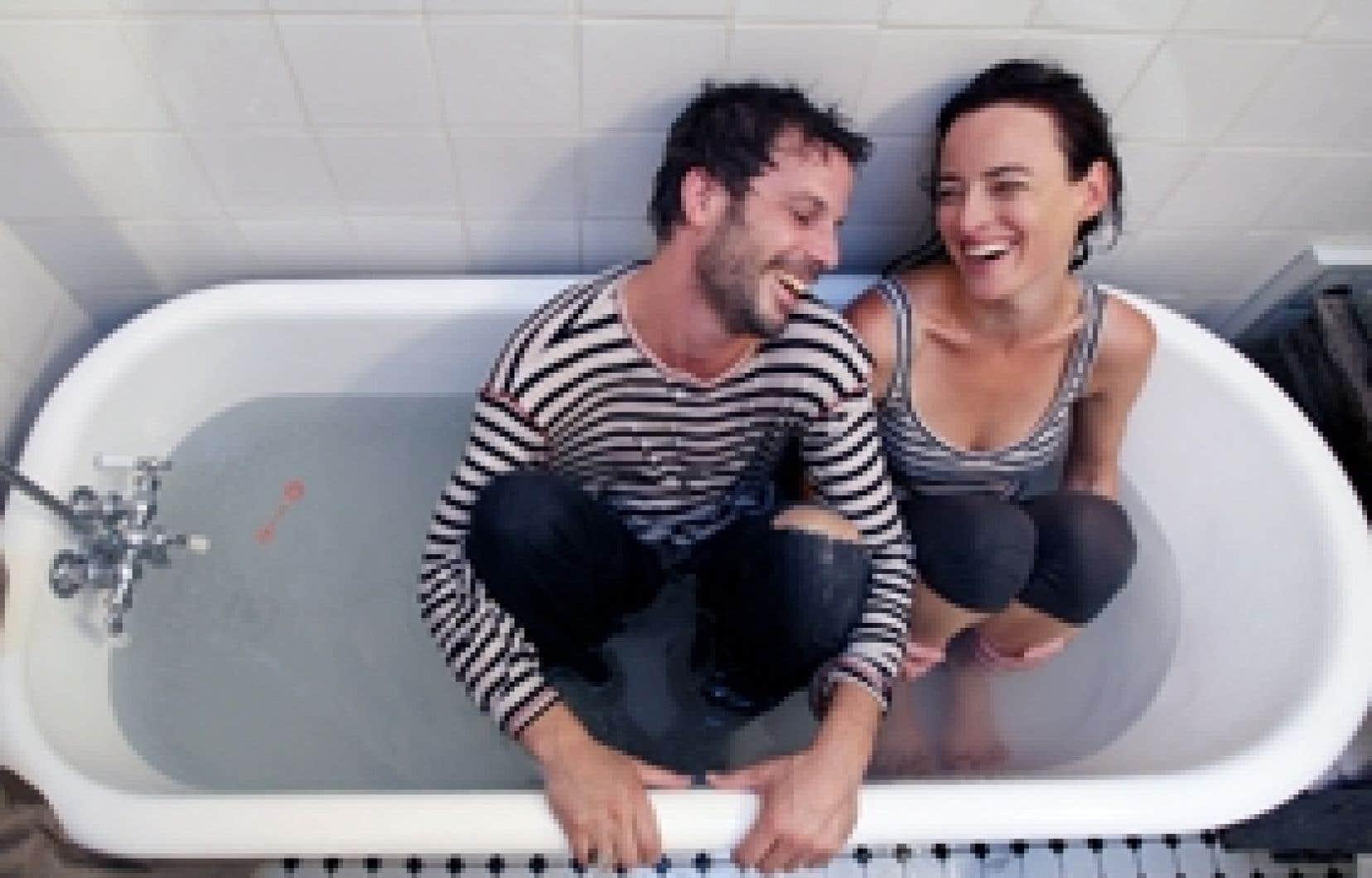 La comédienne Pascale Bussières et son sompagnon, le producteur et comédien David Clermont-Béïque, figurent sûrement parmi les 35 % de Québécois qui croient encore au couple.