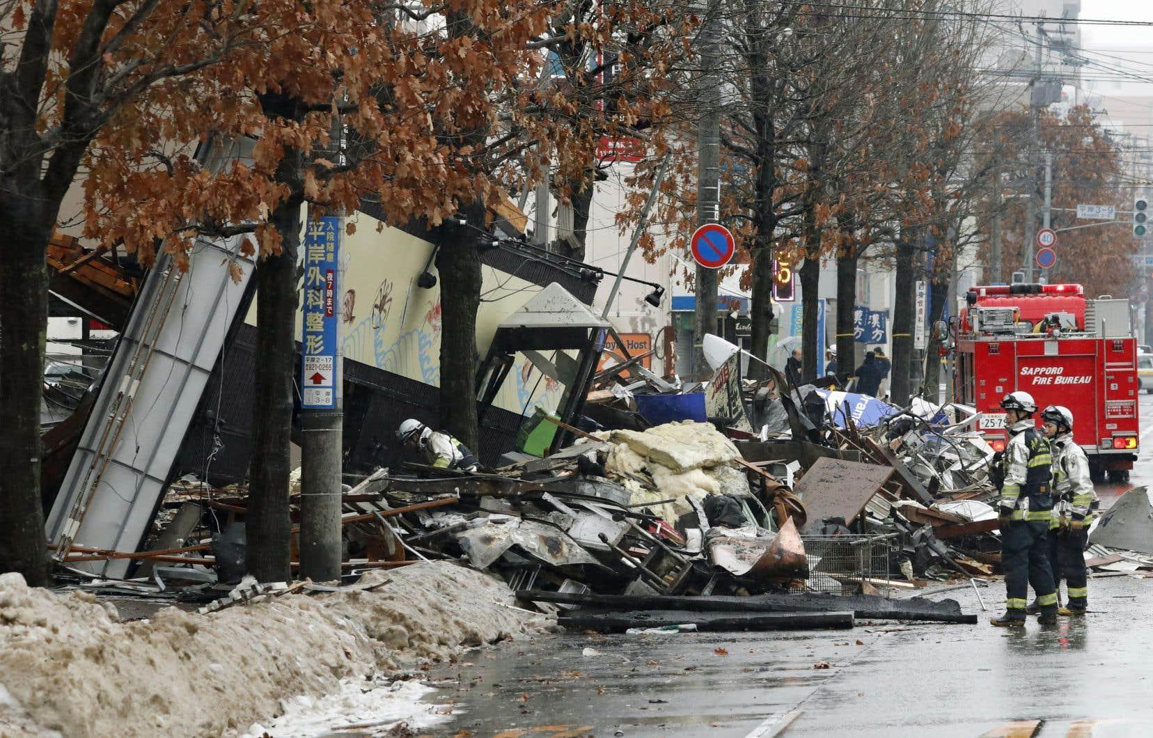 L'explosion a eu lieu à Sapporo, la capitale de l'île de Hokkaïdo. Elle a fait trembler les immeubles voisins, fracassé des fenêtres et éparpillé des débris.