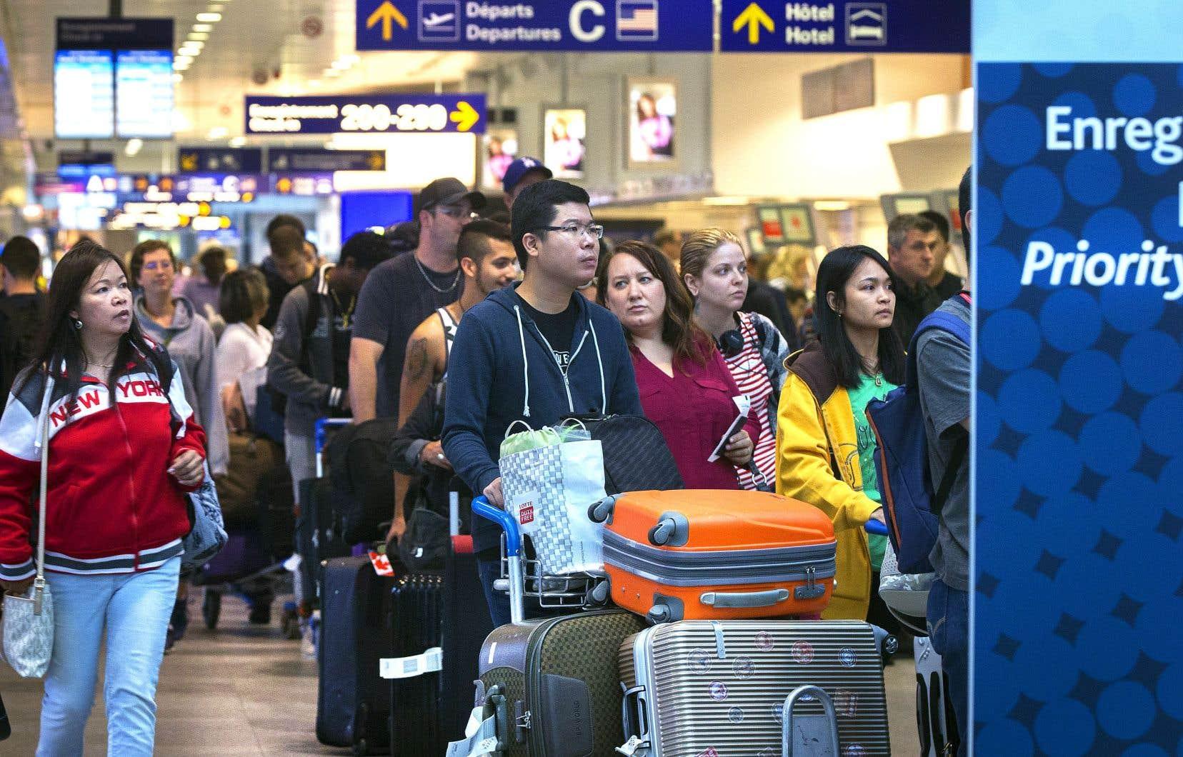 Les transporteurs aériens auront l'obligation de faire débarquer les passagers lorsqu'un aéronef est coincé sur le tarmac durant plus de trois heures.