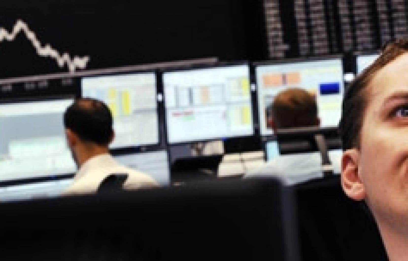 Des courtiers allemands suivent la remontée des marchés, suite à la débâcle de cette semaine.