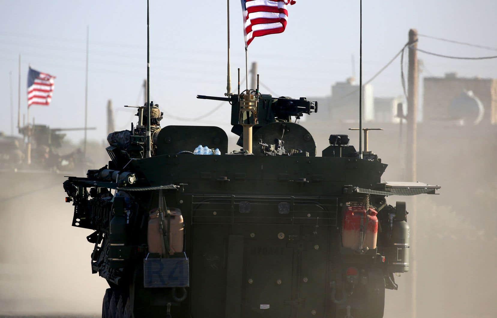 Quelque 2000 soldats américains sont actuellement déployés dans le nord de la Syrie, essentiellement des forces spéciales présentes pour combattre le groupeEI et entraîner les forces locales dans les zones reprises aux djihadistes.