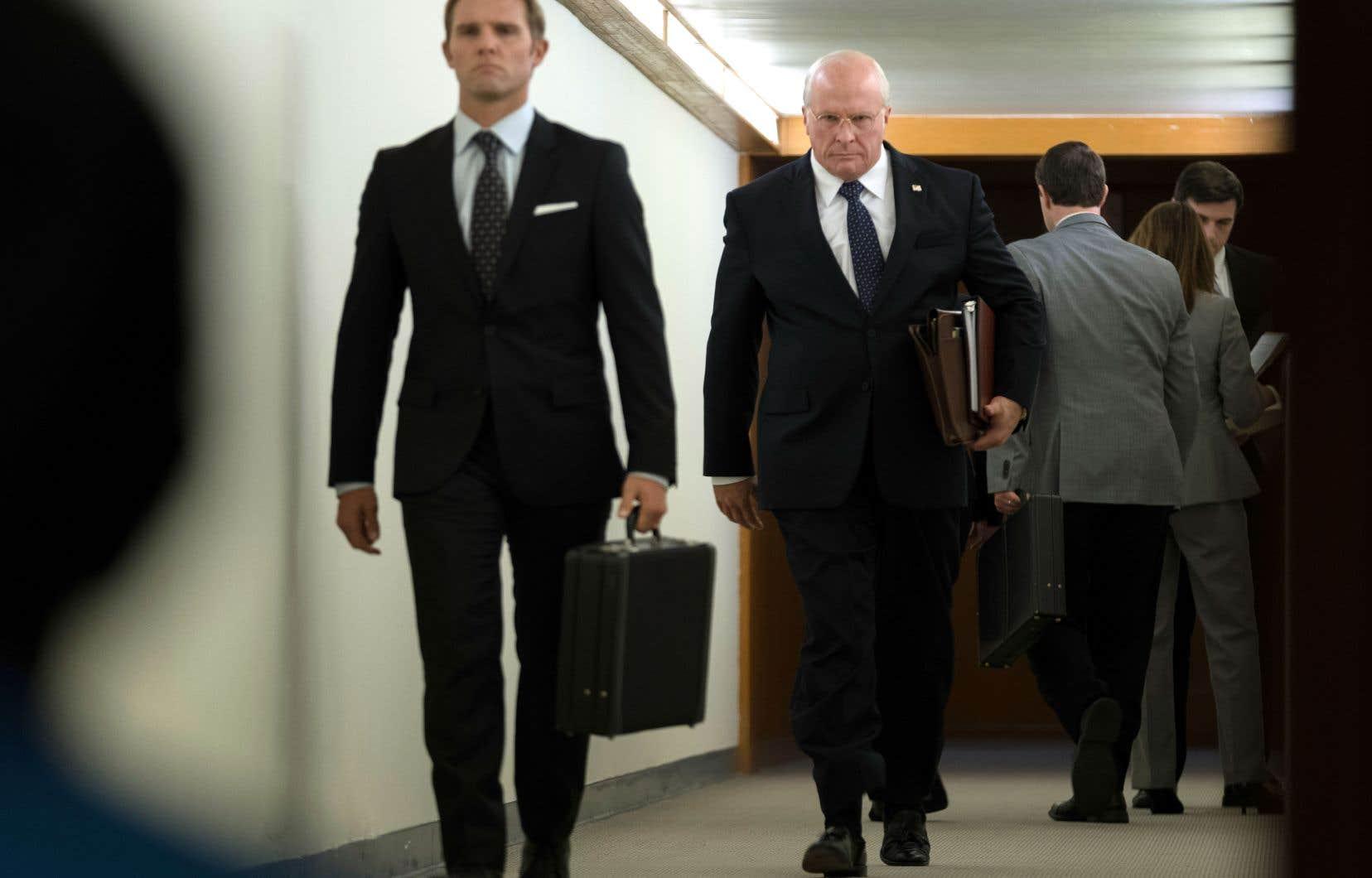 Christian Bale (à droite) est méconnaissable sous des couches de maquillage et les 20 kilos qu'il a pris pour jouer Dick Cheney «avec sincérité».