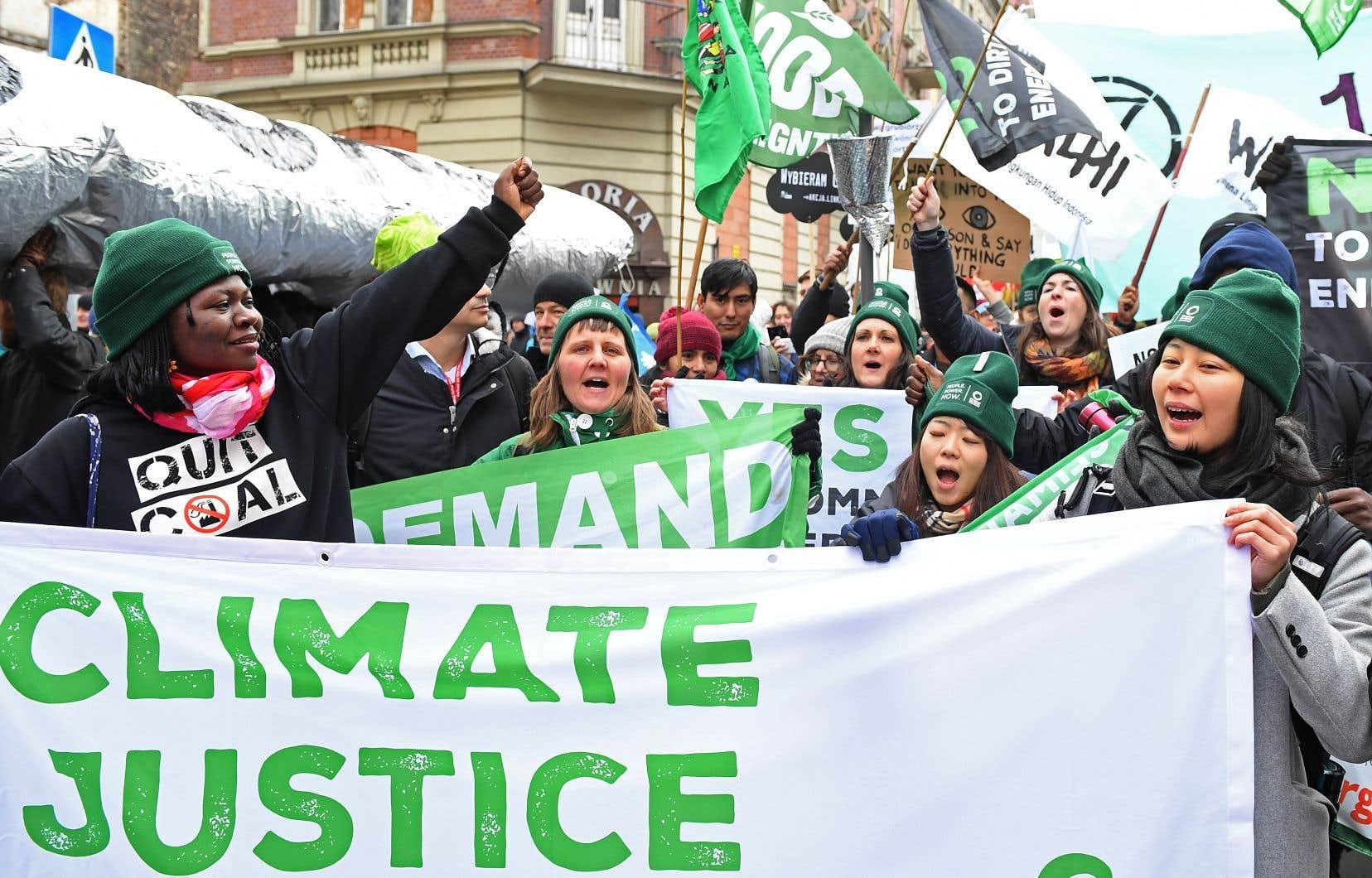 «Les promesses du Canada de réduction des GES faites à Paris en 2015 sont notoirement insuffisantes», estiment les auteurs.