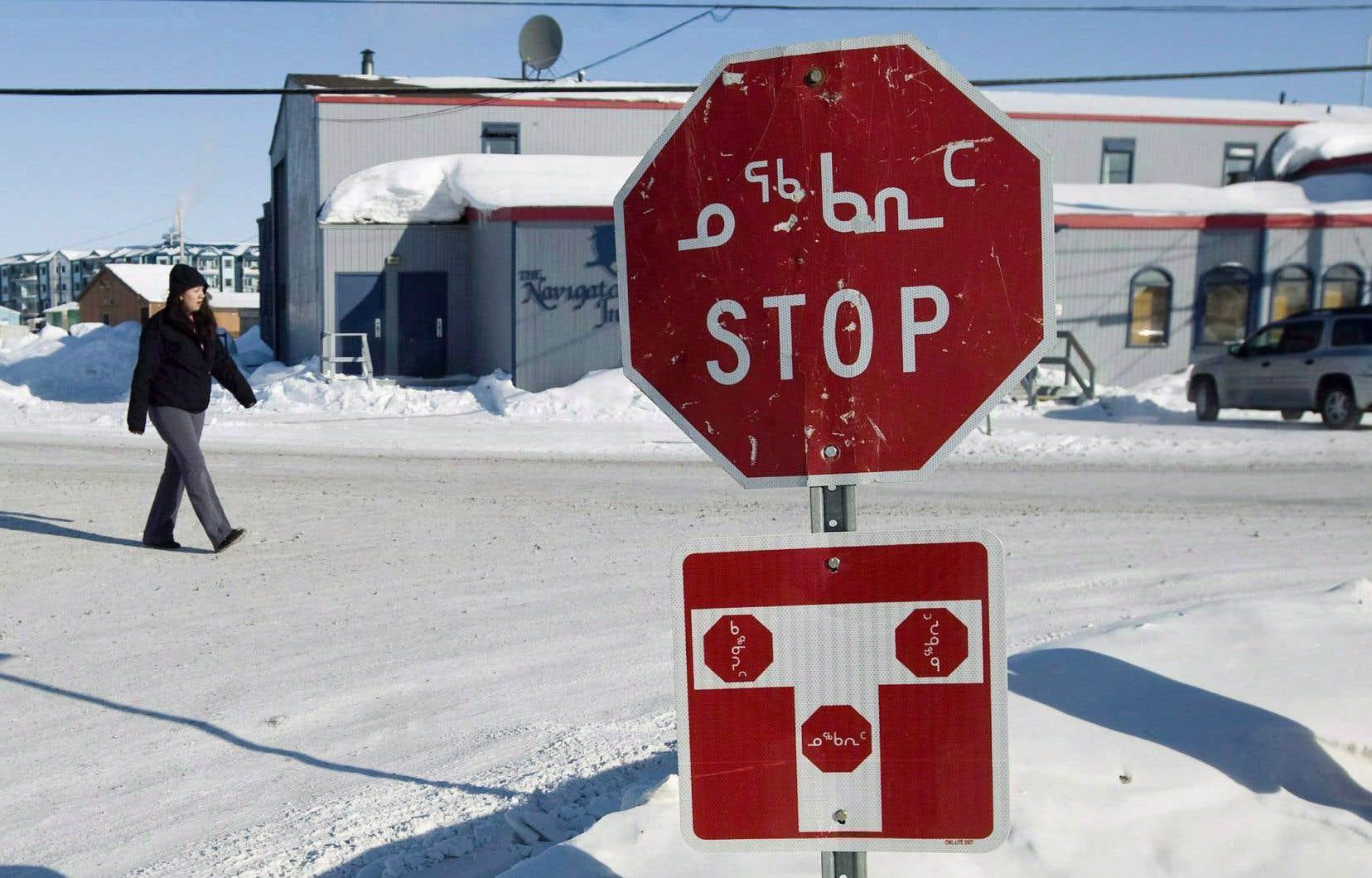 Des enfants inuits transférés du Nunavik vers des centres de la jeunesse et de la famille Batshaw du Centre intégré universitaire de santé et de services sociaux (CIUSSS) de l'Ouest-de-l'Île-de-Montréal n'ont pas accès aux services de travailleurs sociaux et se font interdire de parler en inuktitut.