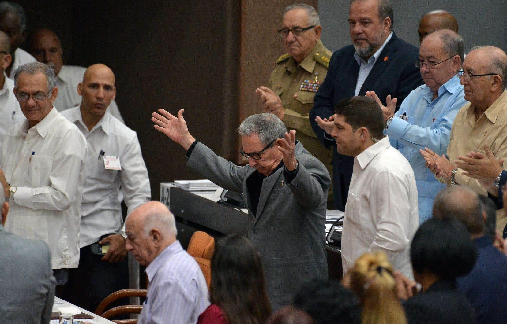 Les 560 députés sont réunis en présence du président Miguel Diaz-Canel et de Raul Castro, député, ex-président (2008-2018) et premier secrétaire du Parti communiste.