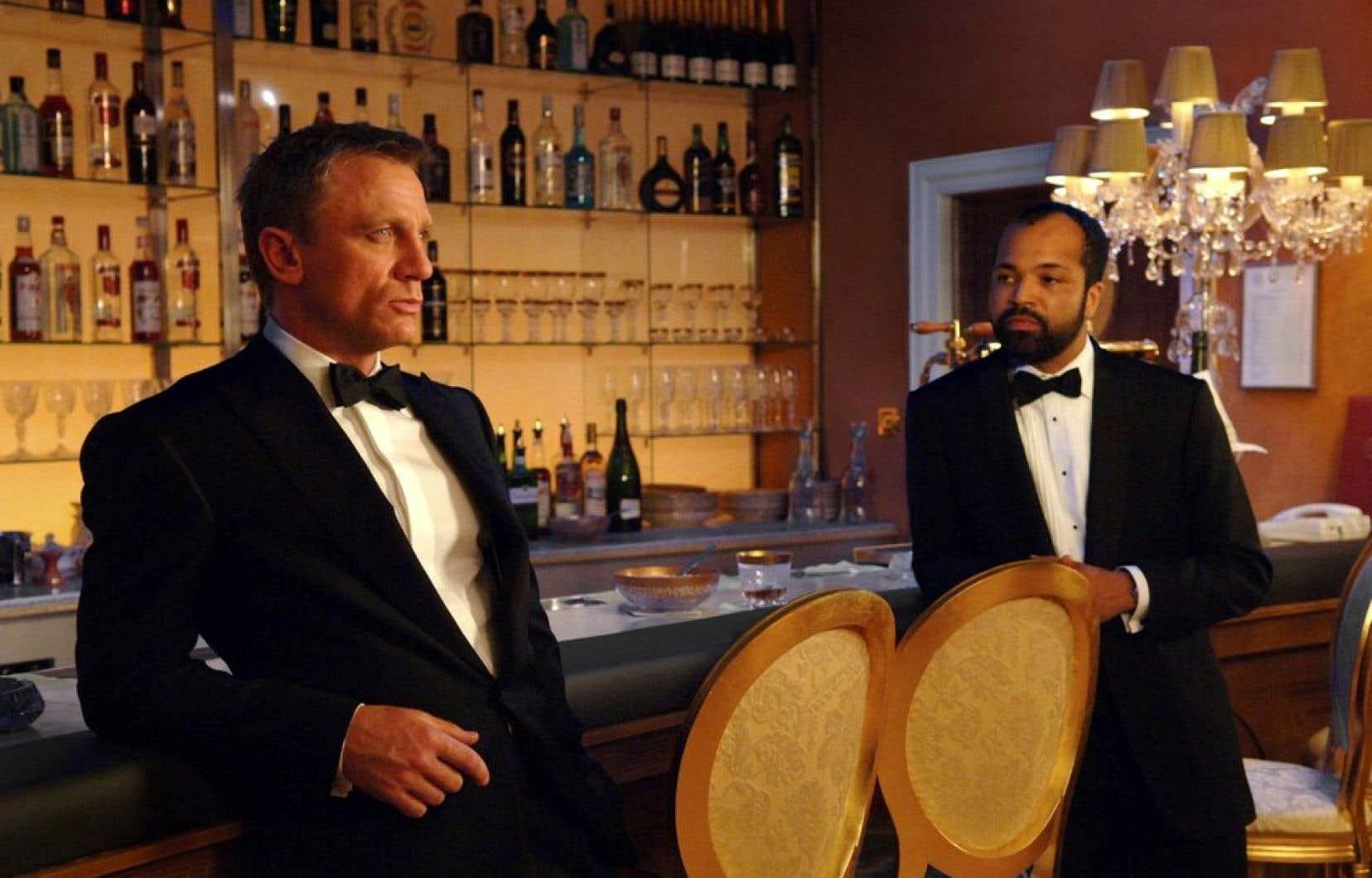 L'alcoolisme de James Bond, tel qu'il l'expose dans sa filmographie, est qualifié de «sévère».