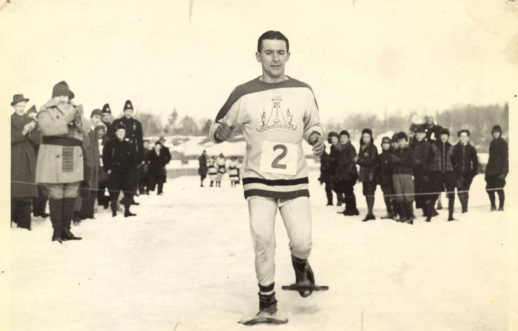 Gérard Côté, peu avant une course de raquettes au parc Lafontaine vers la fin des années 1930