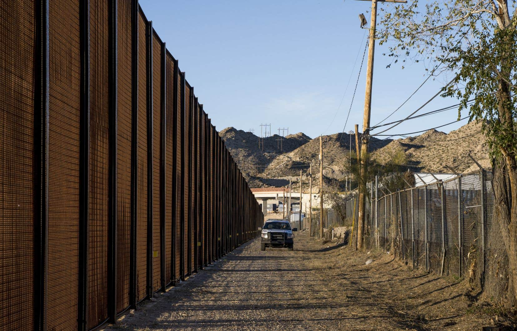 Un officier de la police des frontières fait sa tournée près du centre-ville d'El Paso le 23 décembre 2018.