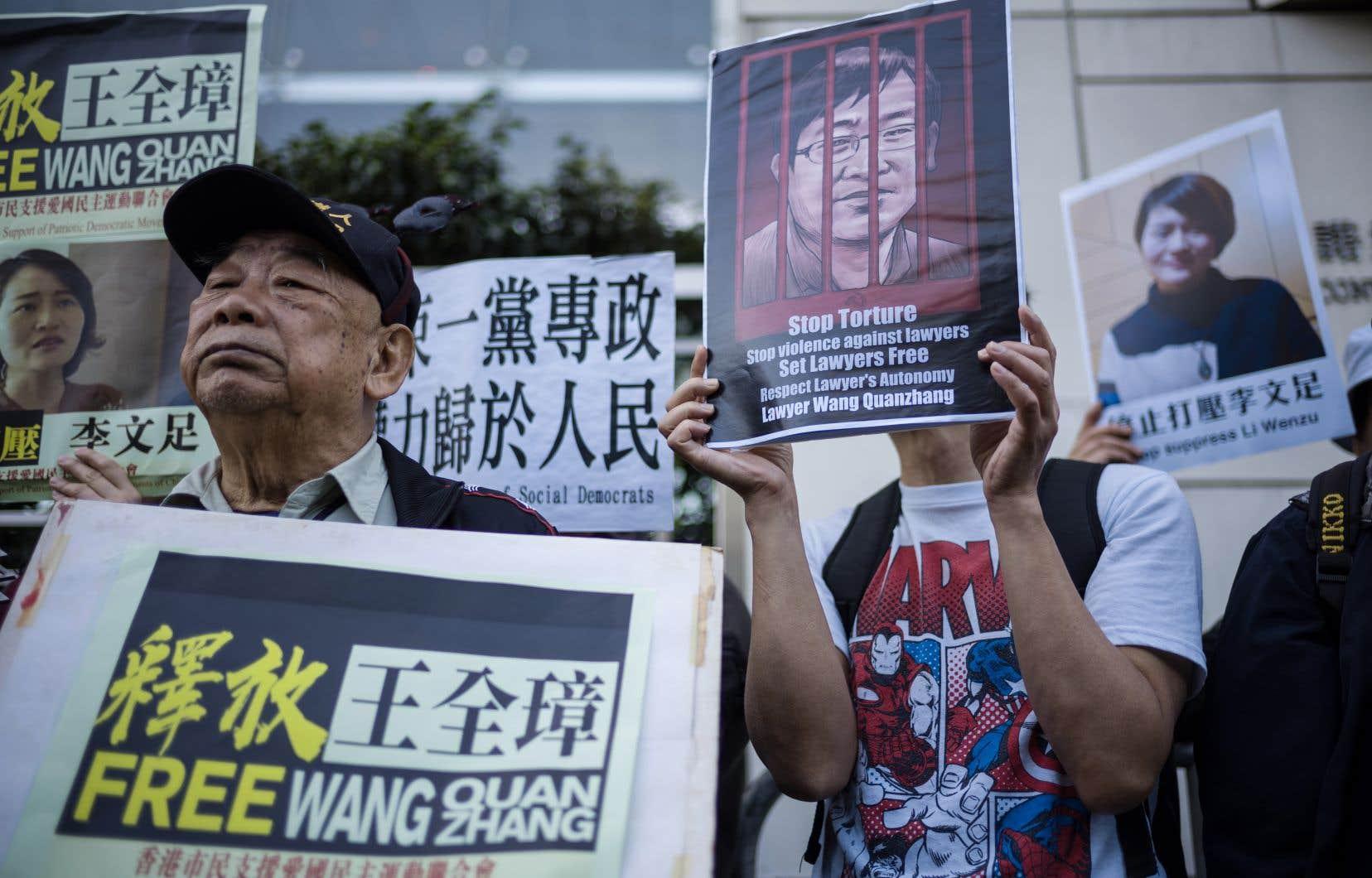 À Hong Kong, où il reste possible de manifester, une cinquantaine de personnes ont fait entendre leur soutien à Wang Quanzhang.