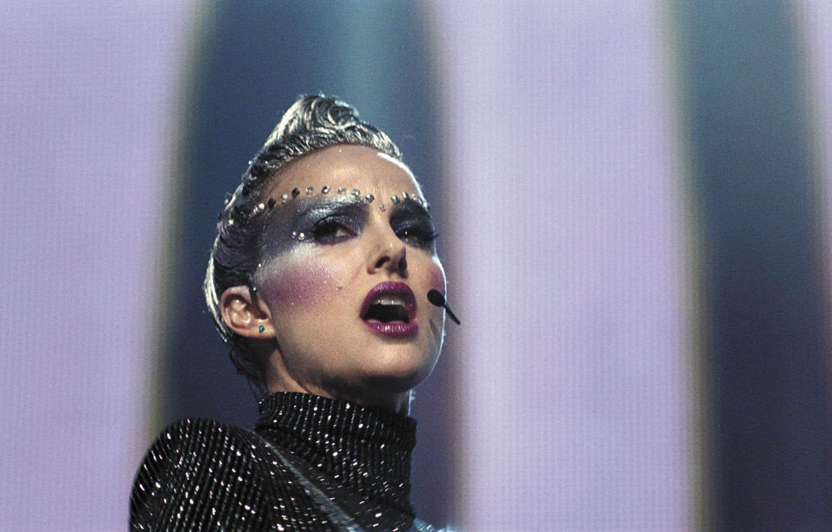 Natalie Portman a beau se jeter corps et âme dans le rôle qu'elle joue comme une lionne en cage, Celeste n'est que surface clinquante.