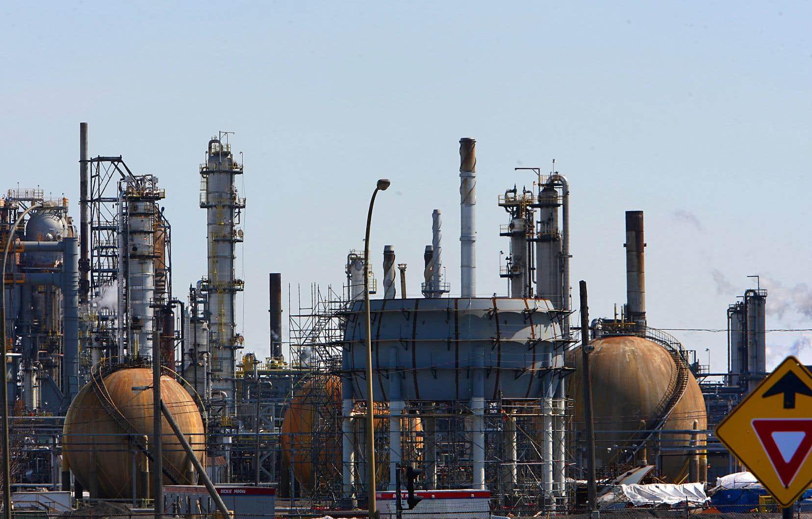 Le pétrole, le gaz et autres produits issus de la pétrochimie sont omniprésents dans notre mode de vie occidental.