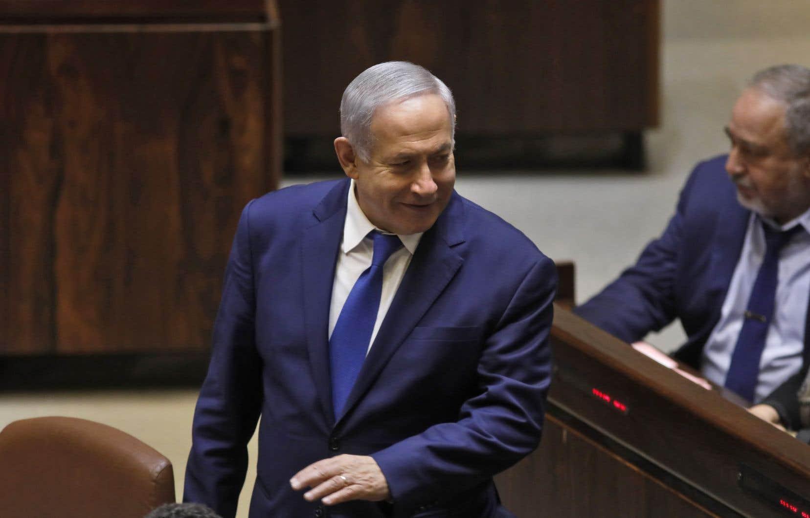 La coalition de Benjamin Nétanyahou a décidé lundi de dissoudre le Parlement israélien et d'organiser des élections anticipées le 9 avril prochain.