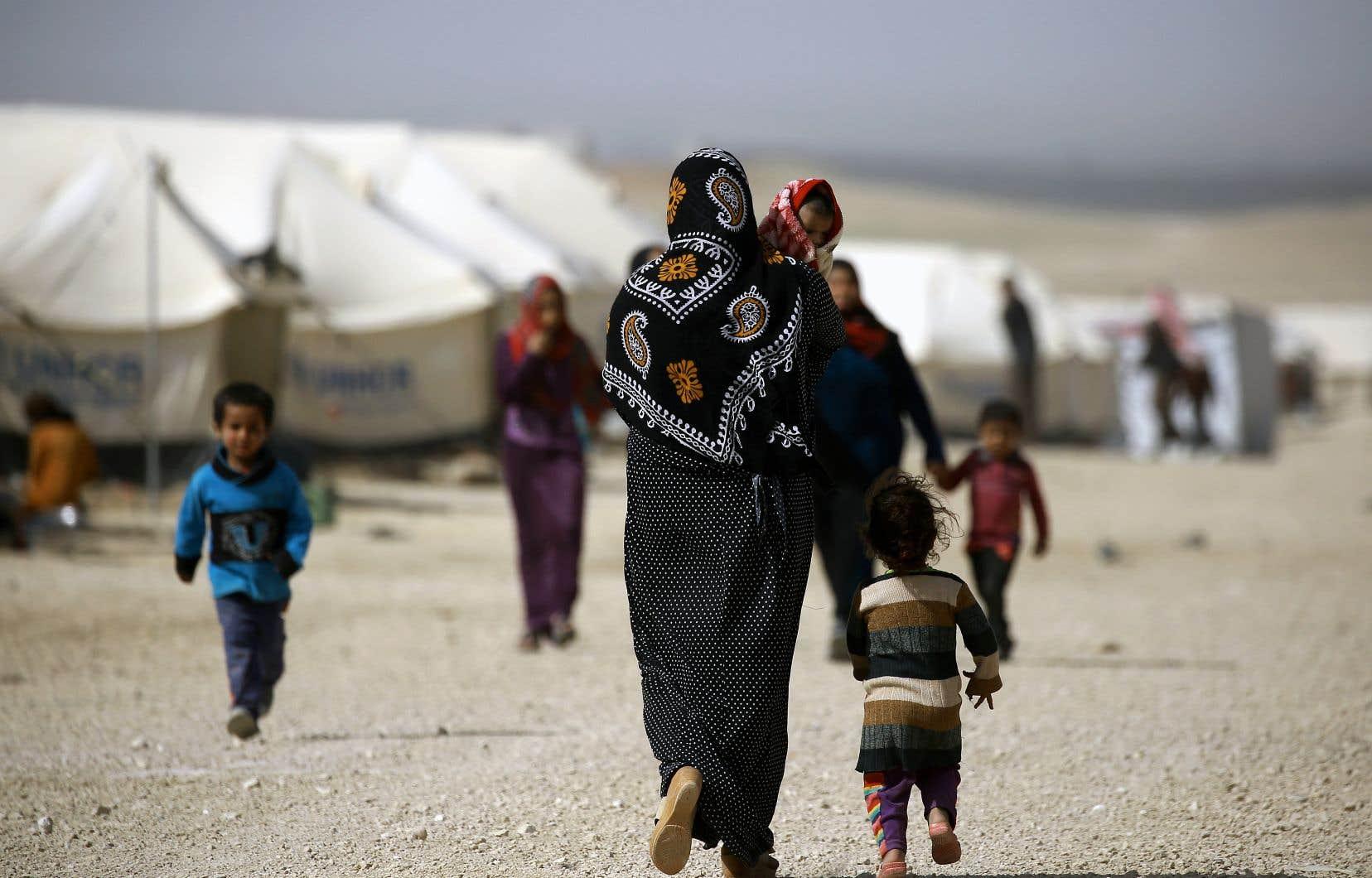 Des réfugiés syriens dans le camp d'Al-Hol, tout près de l'Irak, l'année dernière