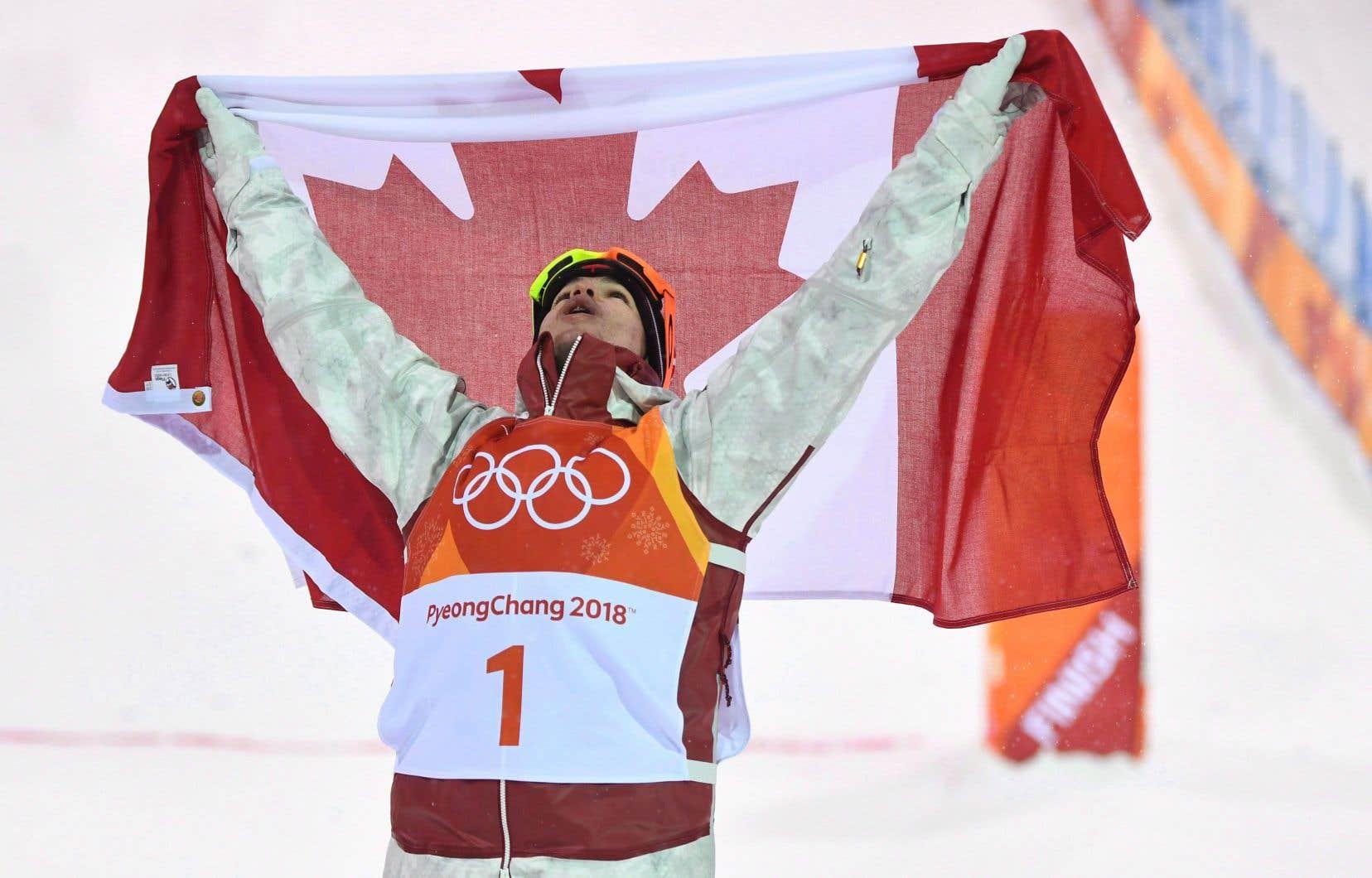 Le Québécois Mikaël Kingsbury a remporté l'or olympique le 12 février aux Jeux de Pyeongchang.