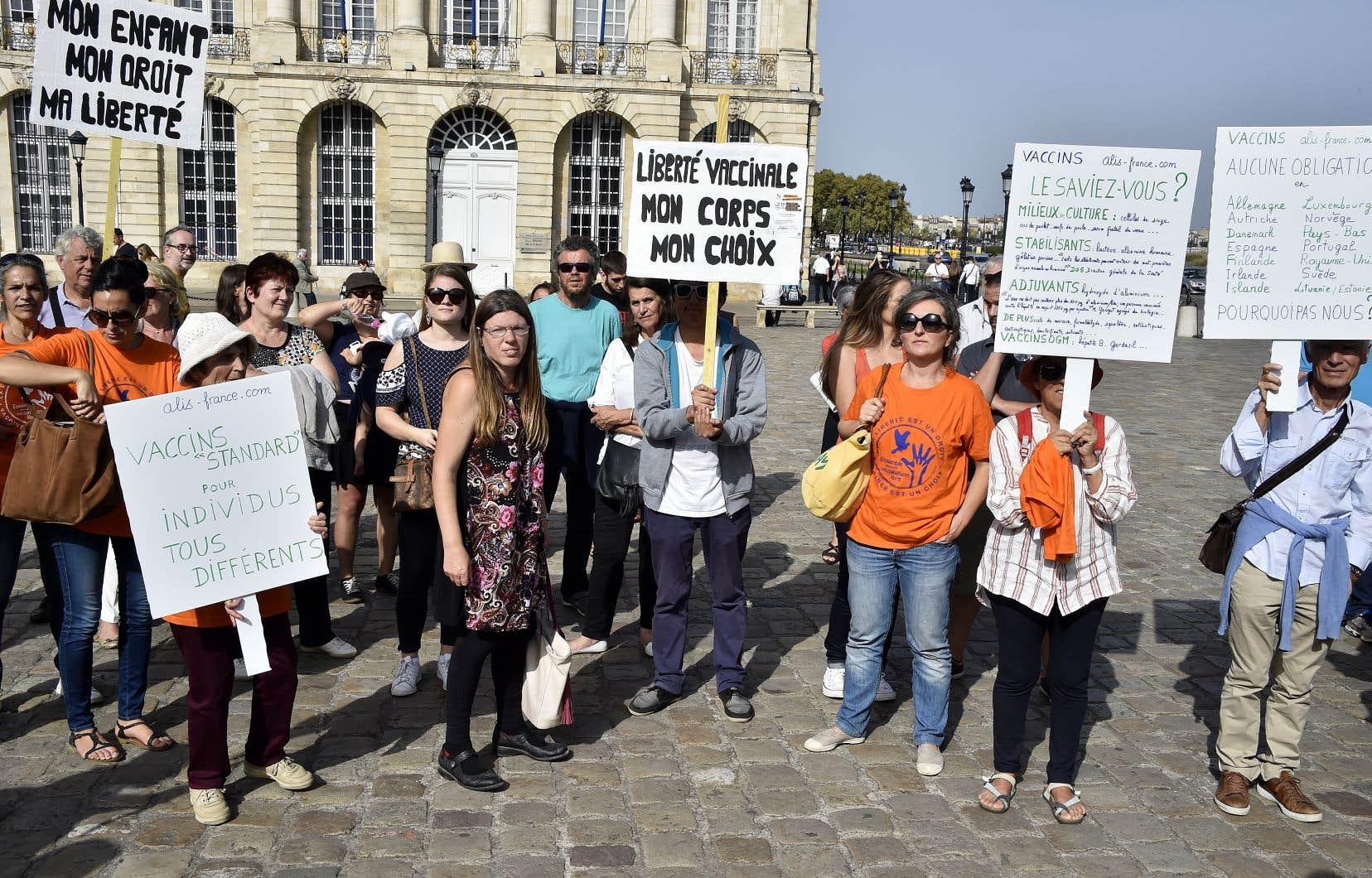 Manifestation contre la vaccination obligatoire des enfants à Bordeaux, en France