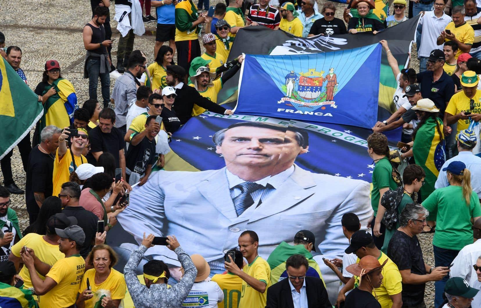 Entre 250000 et 500000 personnes venues de tout le pays sont attendues sur l'Esplanade des ministères, un lieu emblématique où sont concentrés tous les pouvoirs de Brasília.