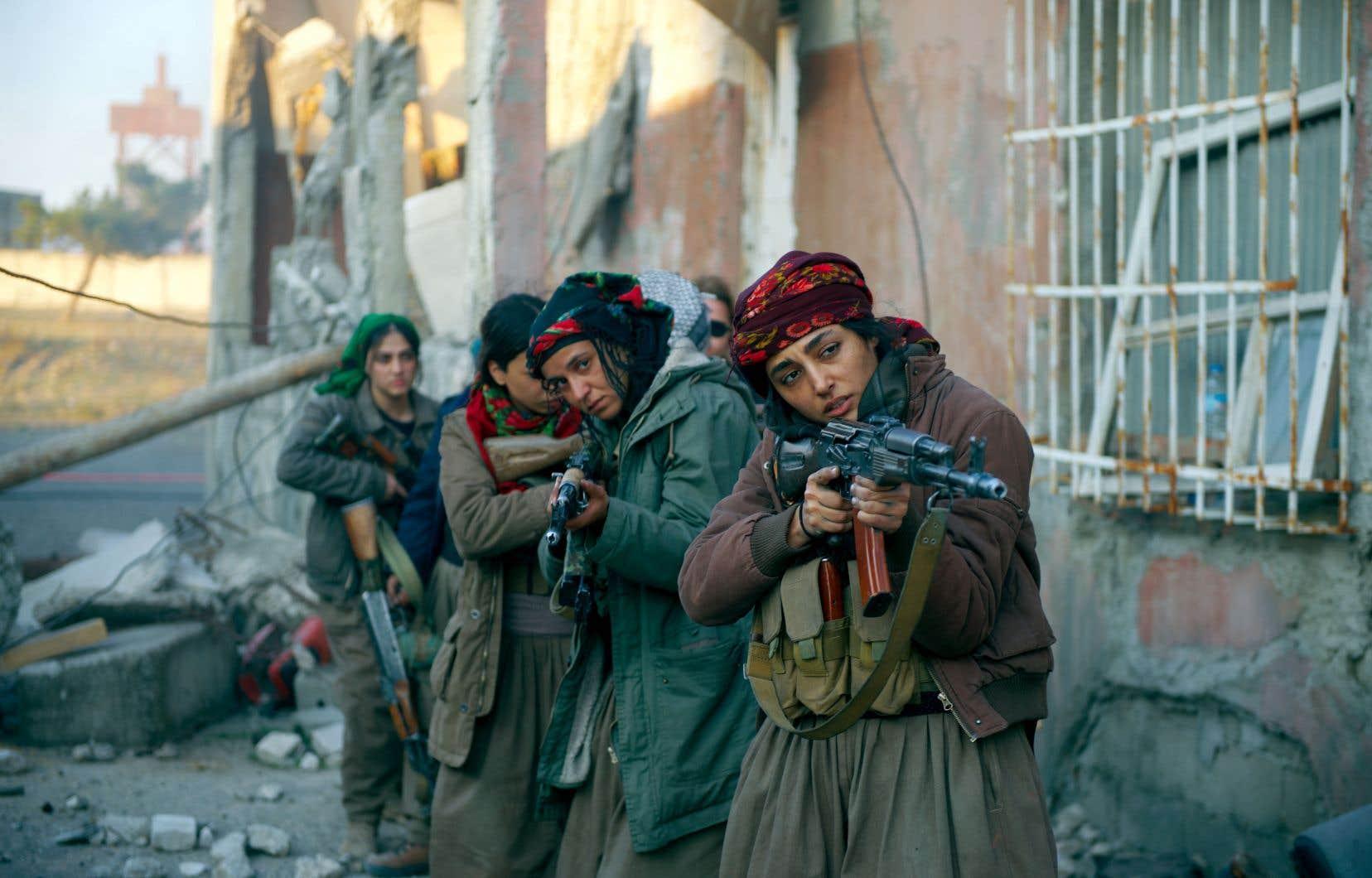 La lutte apparaît toujours trop traînante pour Bahar (Golshifteh Farahani), figure charismatique de ce bataillon de femmes kurdes prêtes à tout pour assouvir leur soif de vengeance, que l'on imagine impossible à étancher.