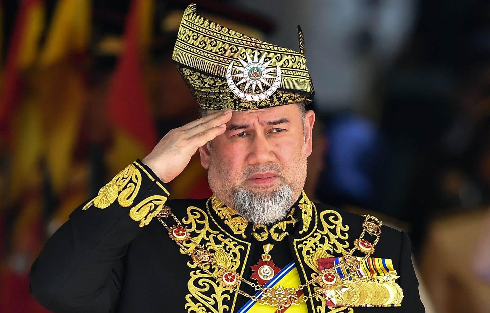 Le sultan Muhammad V est le premier roi de Malaisie à abdiquer depuis que le pays a regagné son indépendance de la Grande-Bretagne en 1957.