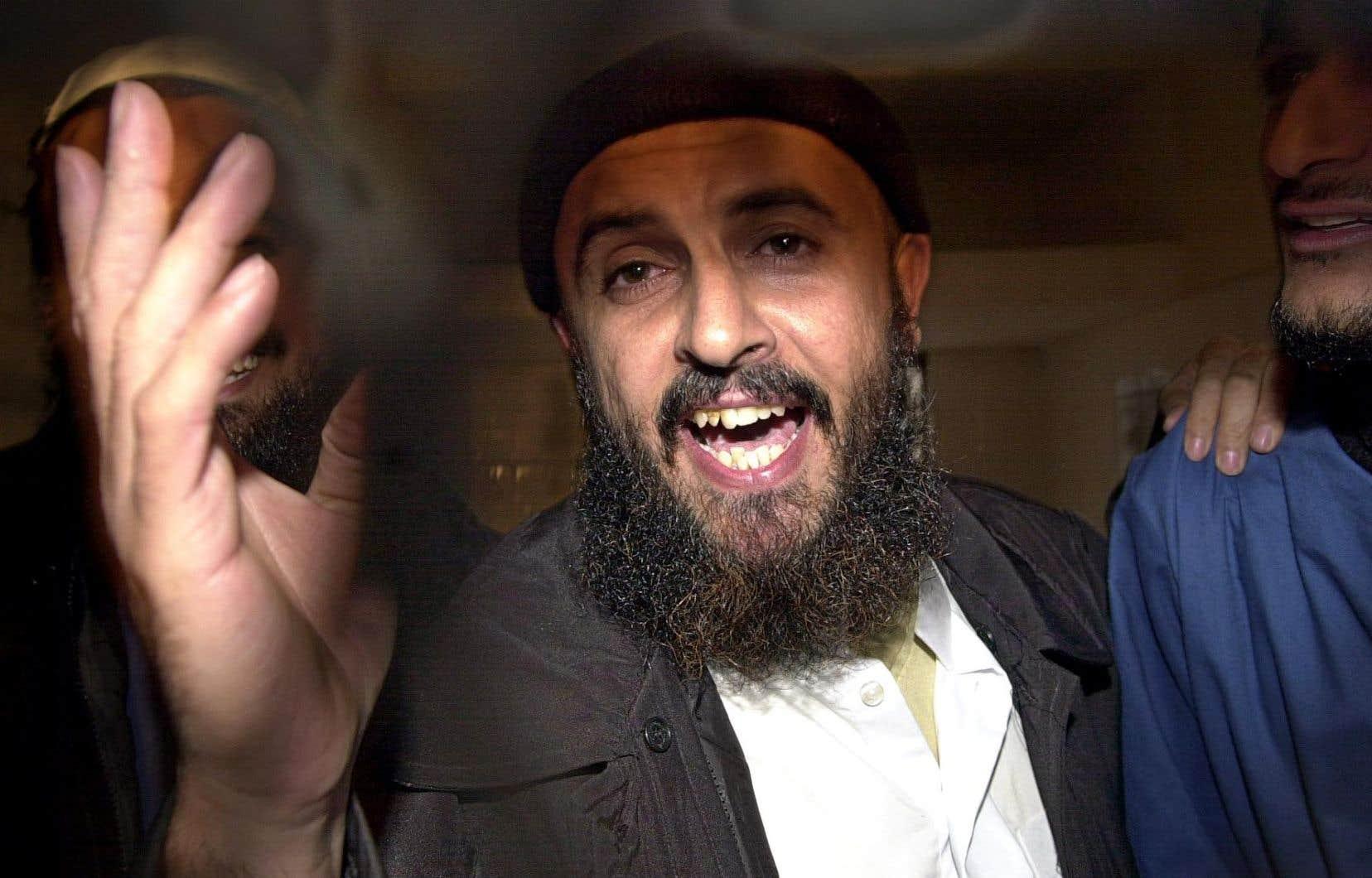 Le Yéménite Jamal al-Badaoui, en 2005, au moment d'entendre sa sentence en cour d'appel pour son implication dans l'attaque contre le navire américain. Il s'est évadé en 2006.
