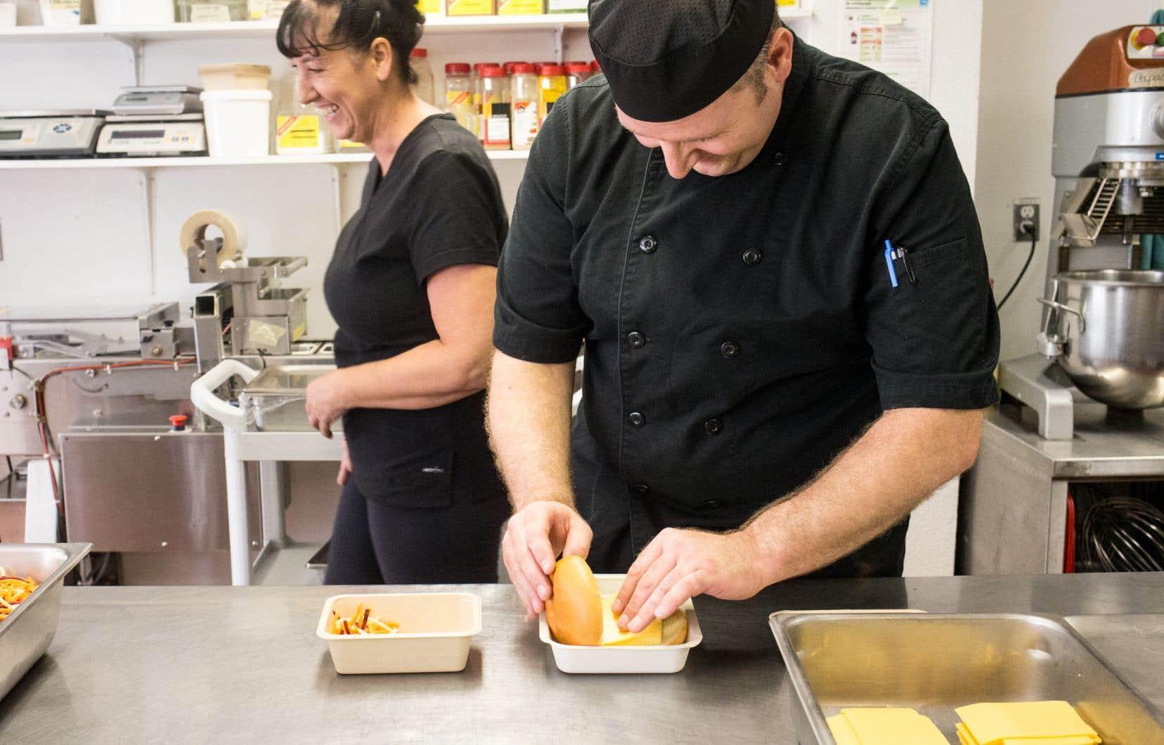 Dans le milieu scolaire, de la garderie à l'université, le guide inspire encore grandement les chefs en cuisine.