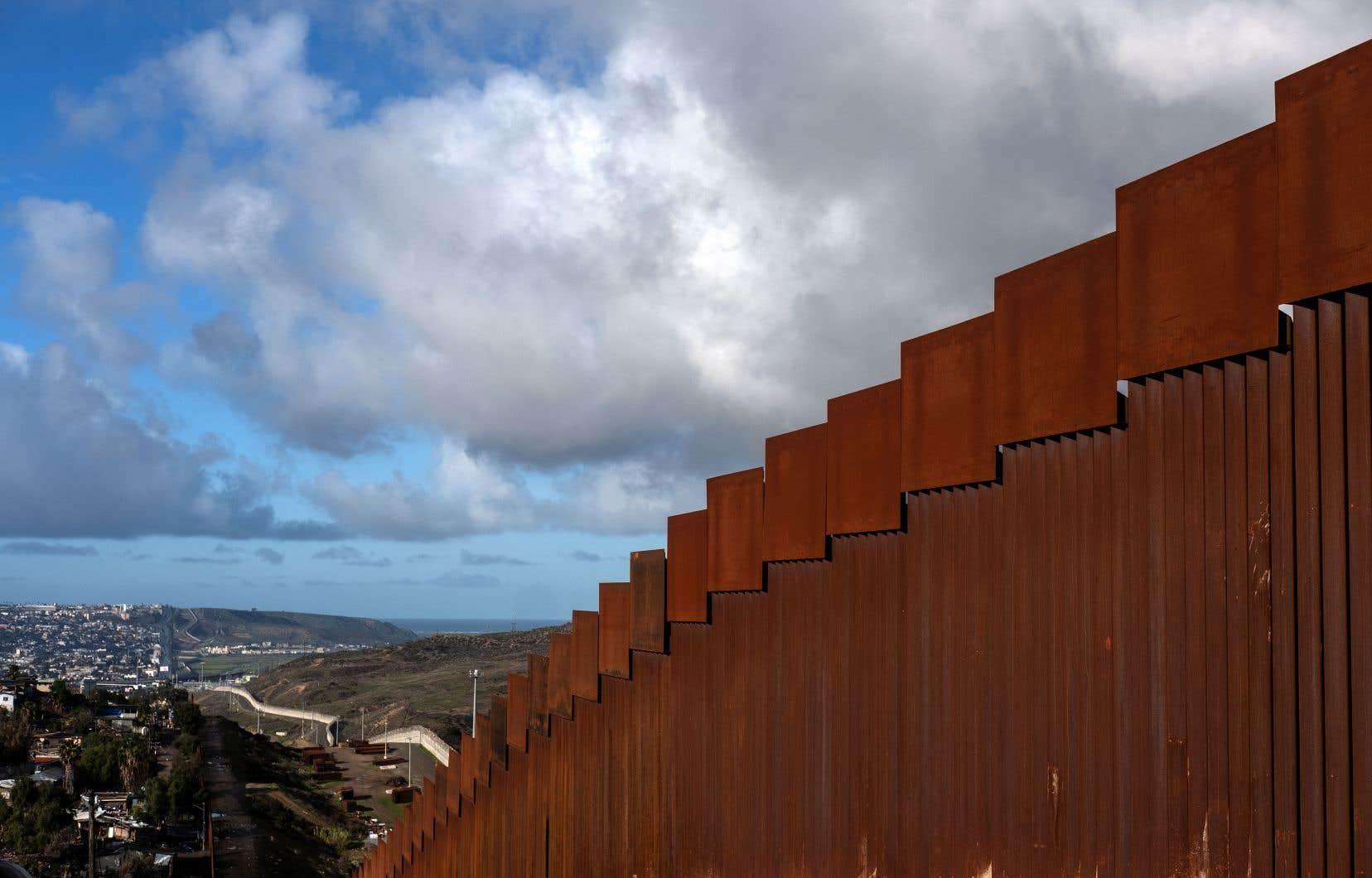 Une section du mur séparant les États-Unis du Mexique, dans la région de Tijuana