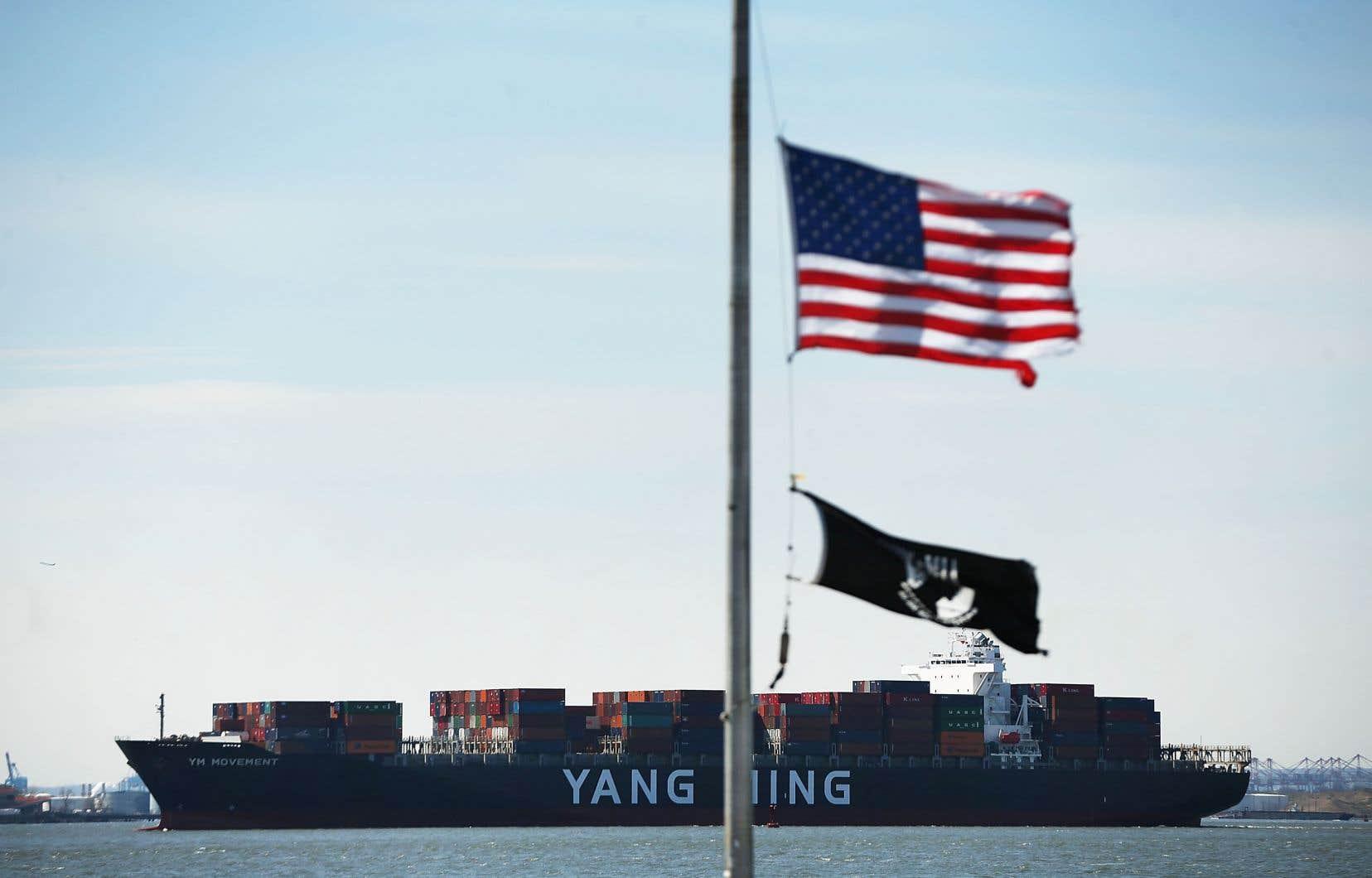 À l'instar des économies dites avancées, les États-Unis vont écoper des tensions commerciales et du resserrement des conditions de crédit avec un rythme de croissance appelé à passer de 2,9% en 2018 à 2,5% cette année, puis à 1,7% en 2020 et 1,6% l'année suivante.