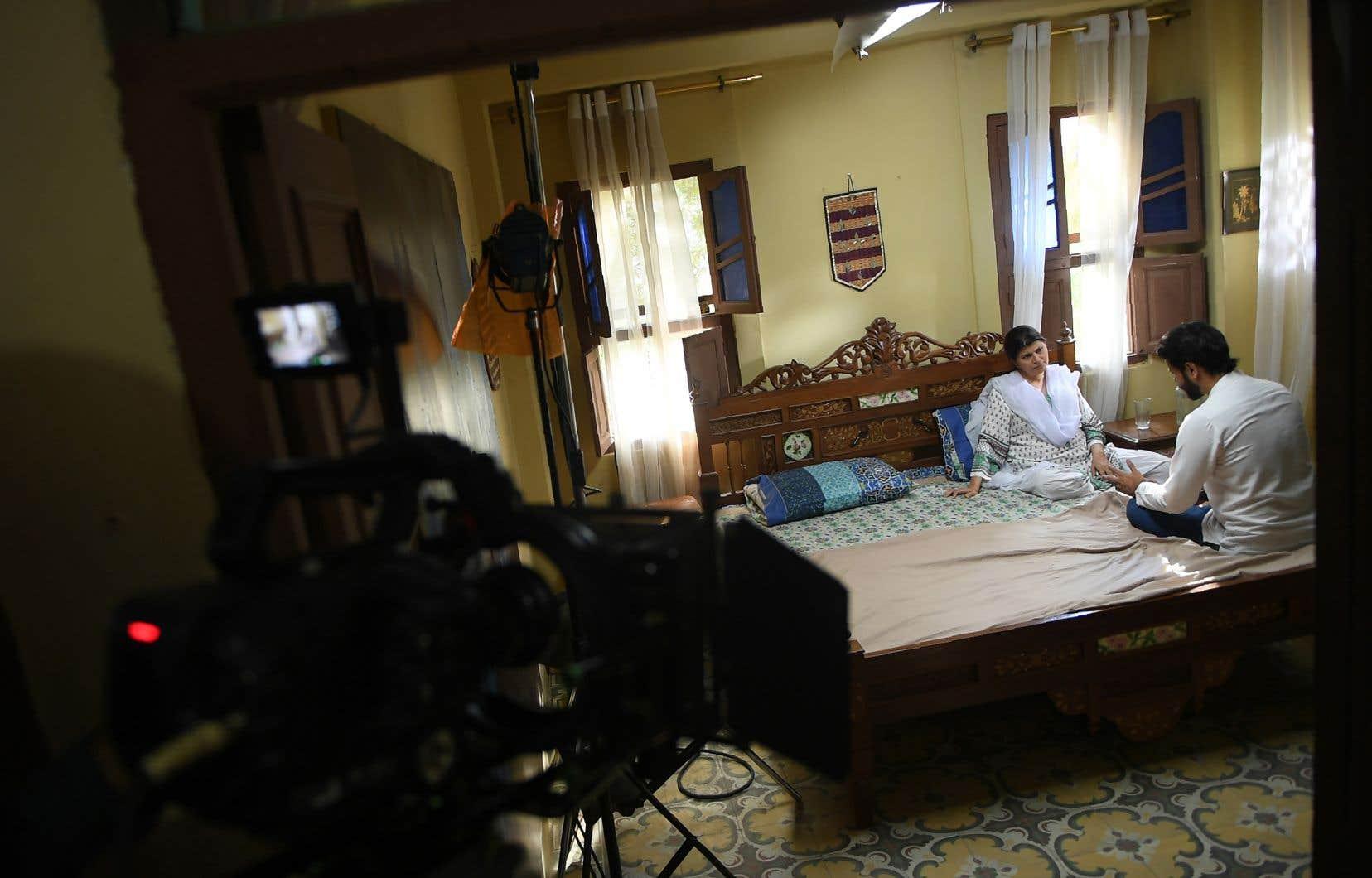 Nombre de séries pakistanaises sont articulées autour de thèmes tels que la violence domestique, les agressions d'enfants ou encore la misogynie.
