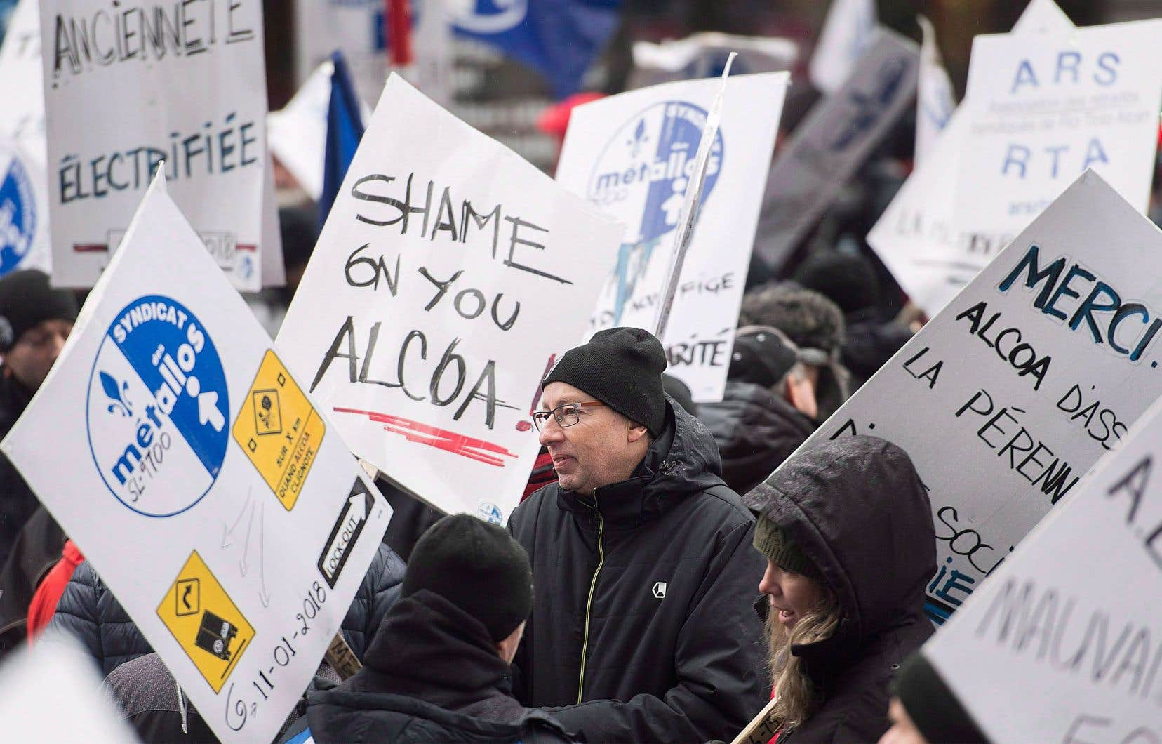 De plus en plus de travailleurs, qui n'ont pas l'intention de retourner au travail sans une entente négociée en main, peinent à joindre les deux bouts, selon le syndicat.