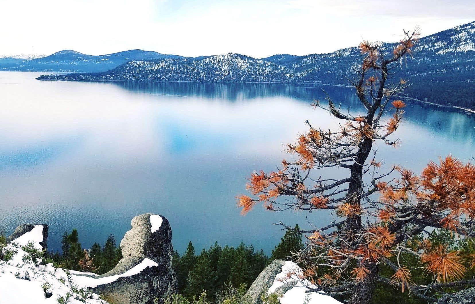 Connu pour abriter le fameux Monkey Rock, le Tunnel Creek Trail offre une magnifique vue sur le lac Tahoe.