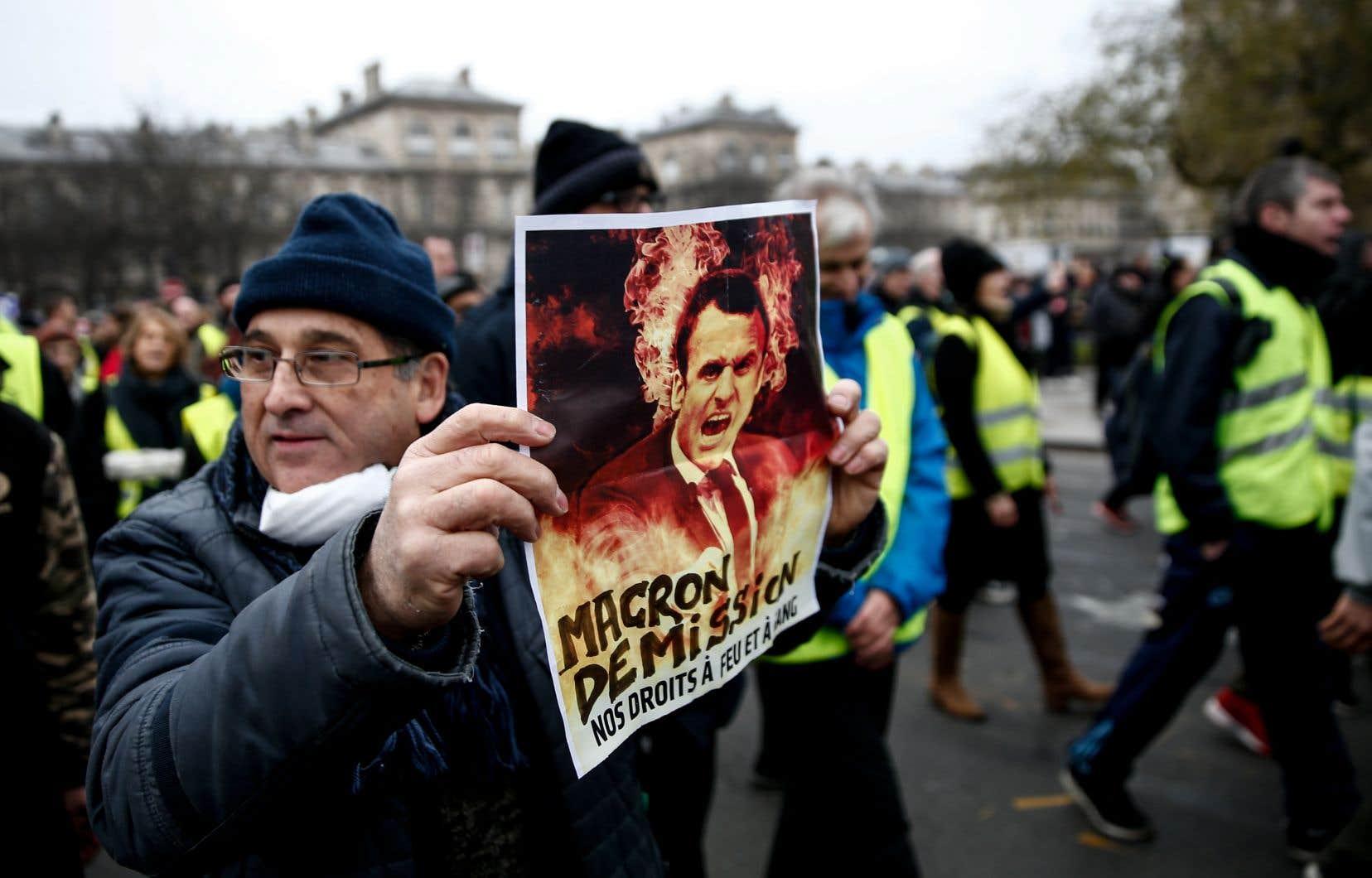 Avec la fronde des «gilets jaunes», Emmanuel Macron essuie sa plus grave crise depuis son élection.