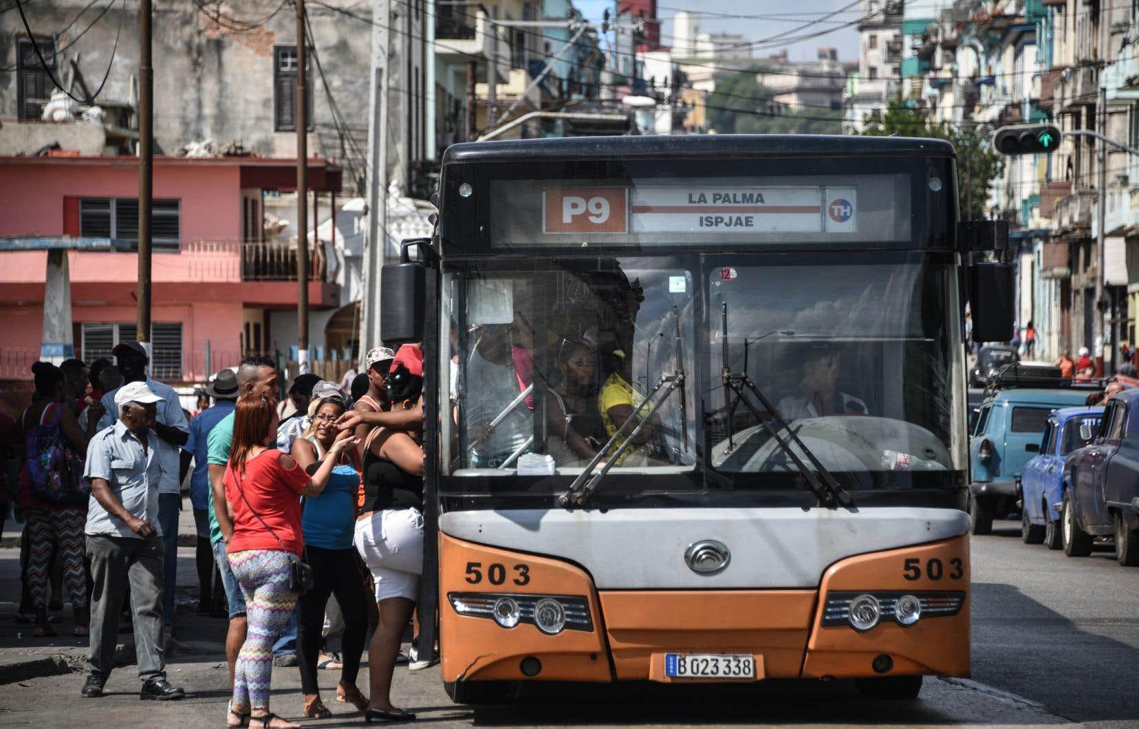 L'accident de jeudi est le quatrième incident majeur impliquant un autocar depuis un mois.