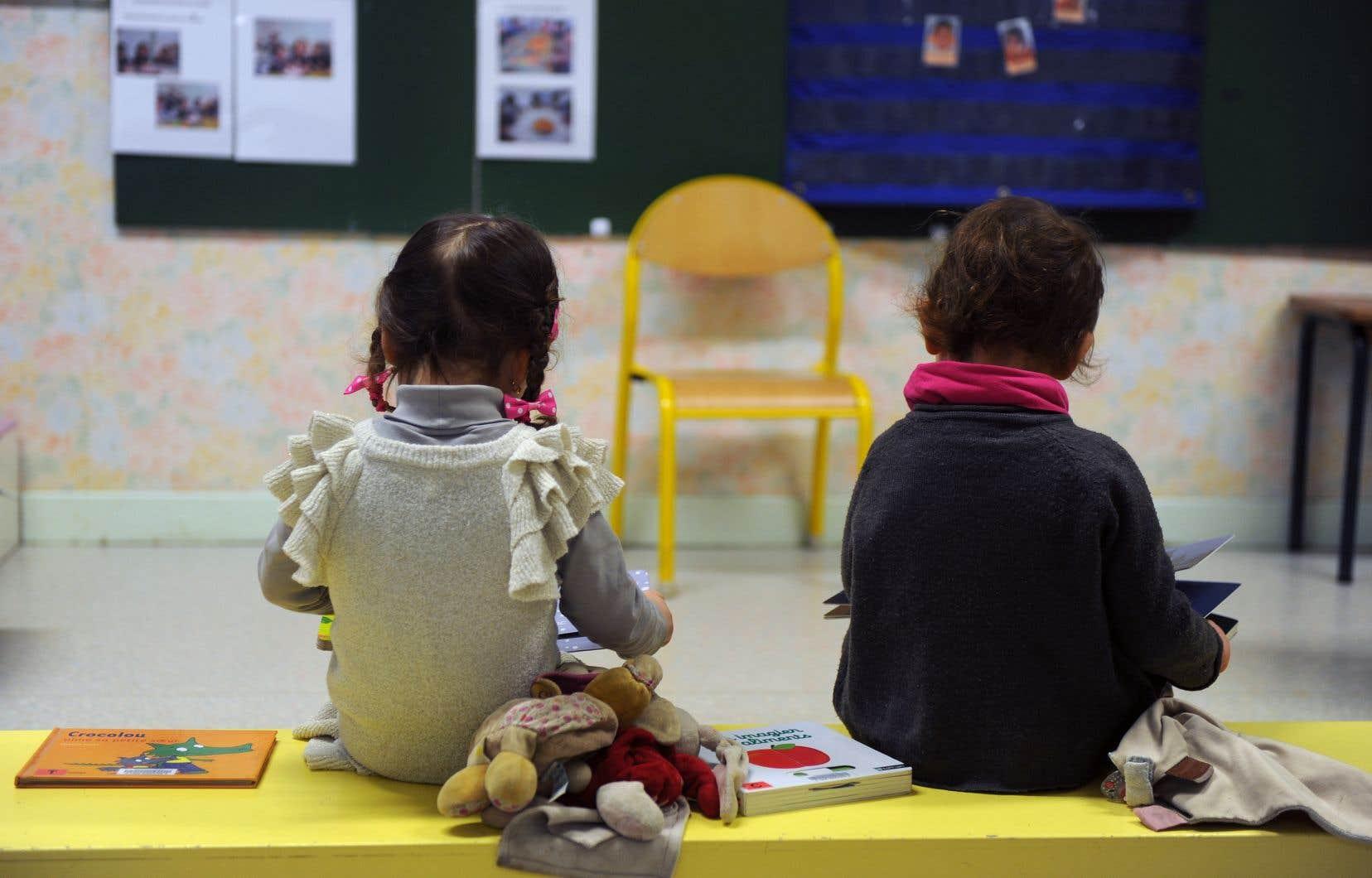 Les enfants de 4-5ans sont biologiquement différents de ceux du primaire et ont des besoins et des manières d'apprendre spécifiques.