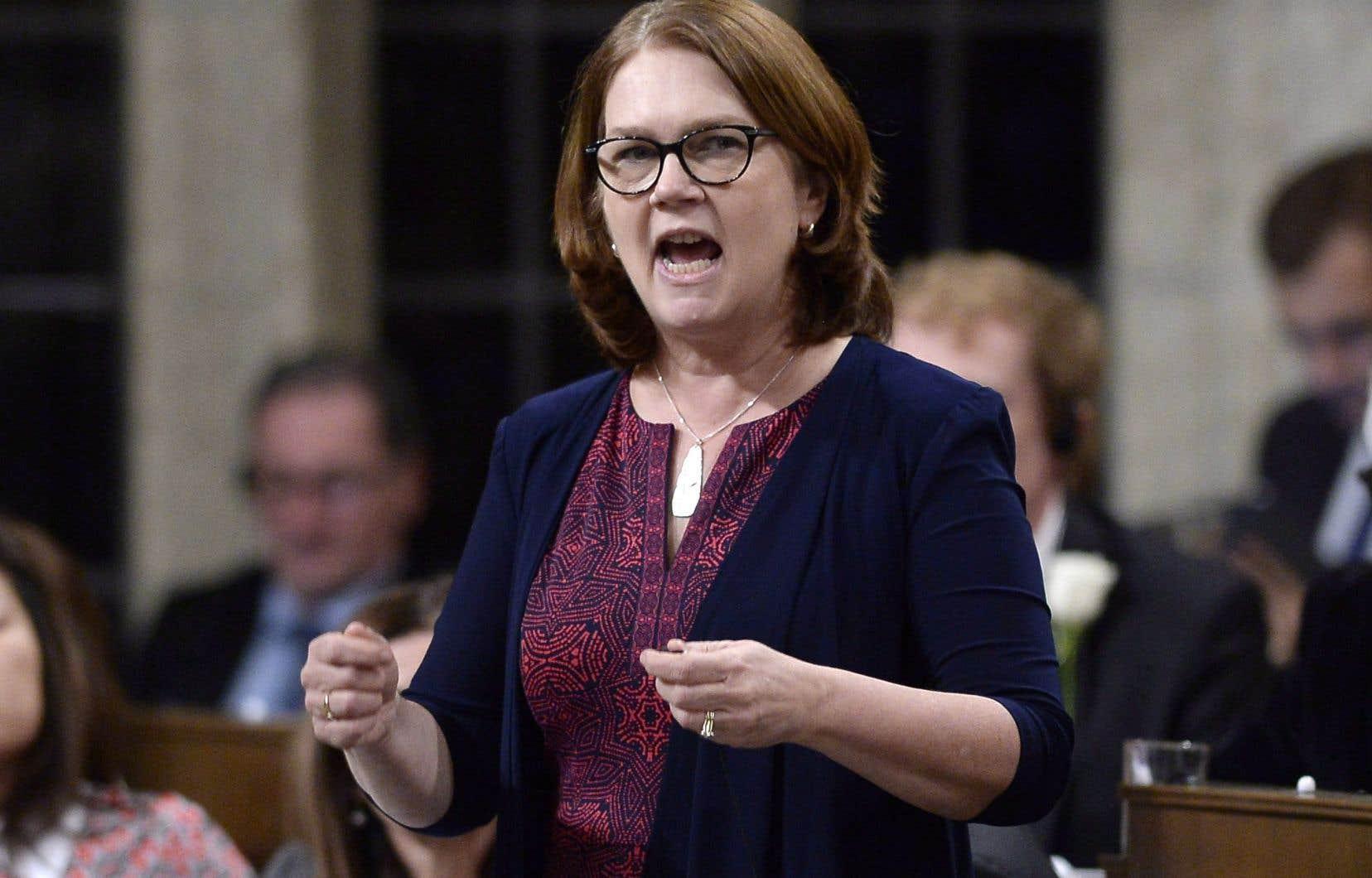 La ministre des Services aux Autochtones, Jane Philpott
