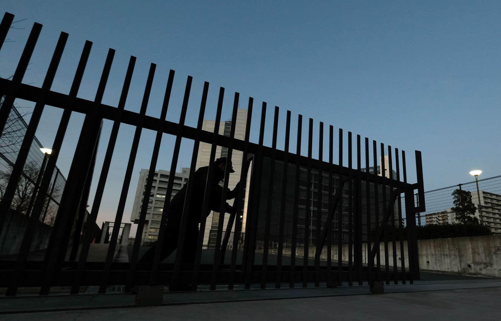 Carlos Ghosn est inculpé au Japon pour abus de confiance et minoration de déclarations de revenus aux autorités boursières sur huit années.