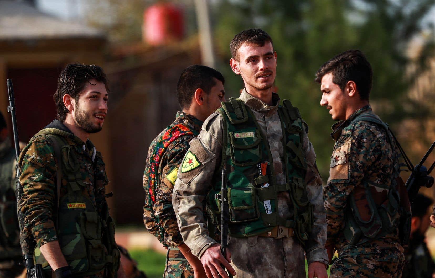 Ankara menace depuis plusieurs semaines de déclencher une nouvelle offensive contre les Unités de protection du peuple,un groupe armé kurde considéré comme «terroriste» par la Turquie, mais appuyé par les États-Unis dans la lutte contre le groupe armé État islamique.