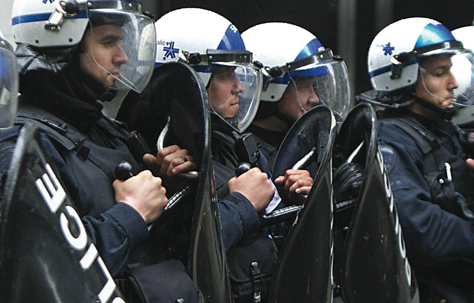 Le plaignant reprochait aux policiers de l'avoir frappé à la tête à l'aide d'une matraque de 36 pouces et de lui avoir ensuite donné un coup de bouclier lors d'une manifestation le 1ermai 2012.
