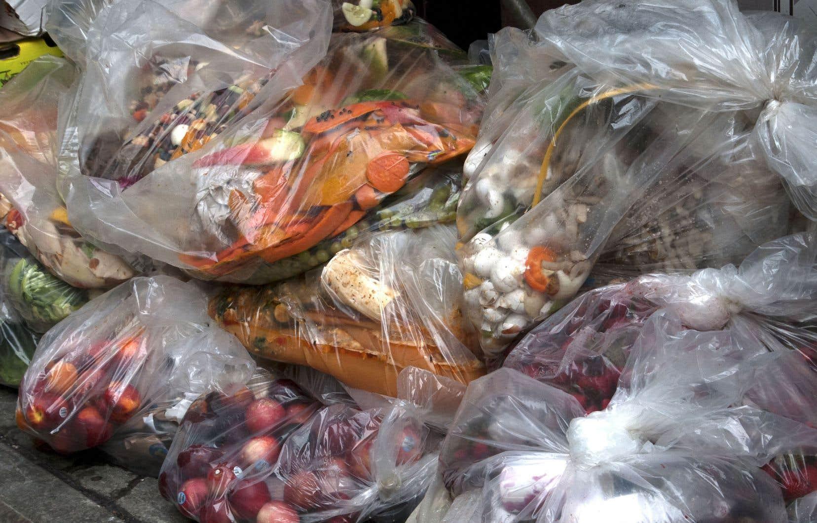 La recherche, largement financée par la Fondation Walmart, serait la première à mesurer les déchets alimentaires à l'aide de données provenant de l'industrie et d'autres sources, plutôt que des estimations.